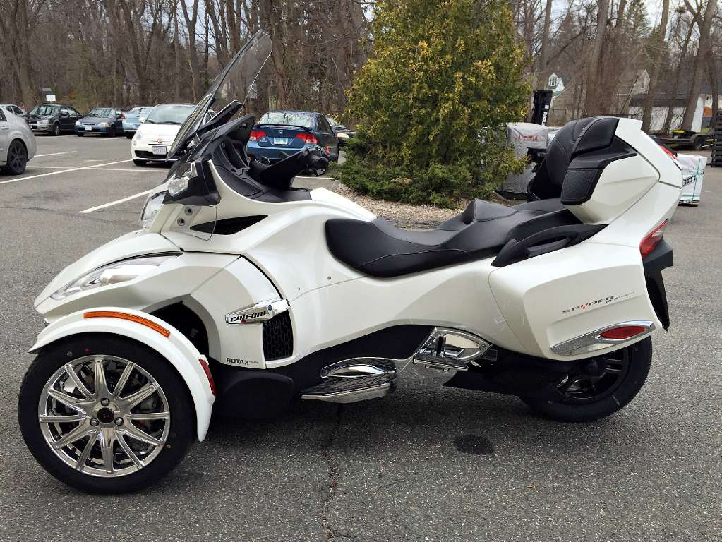 2016 Can-Am Spyder RT Limited in Enfield, Connecticut