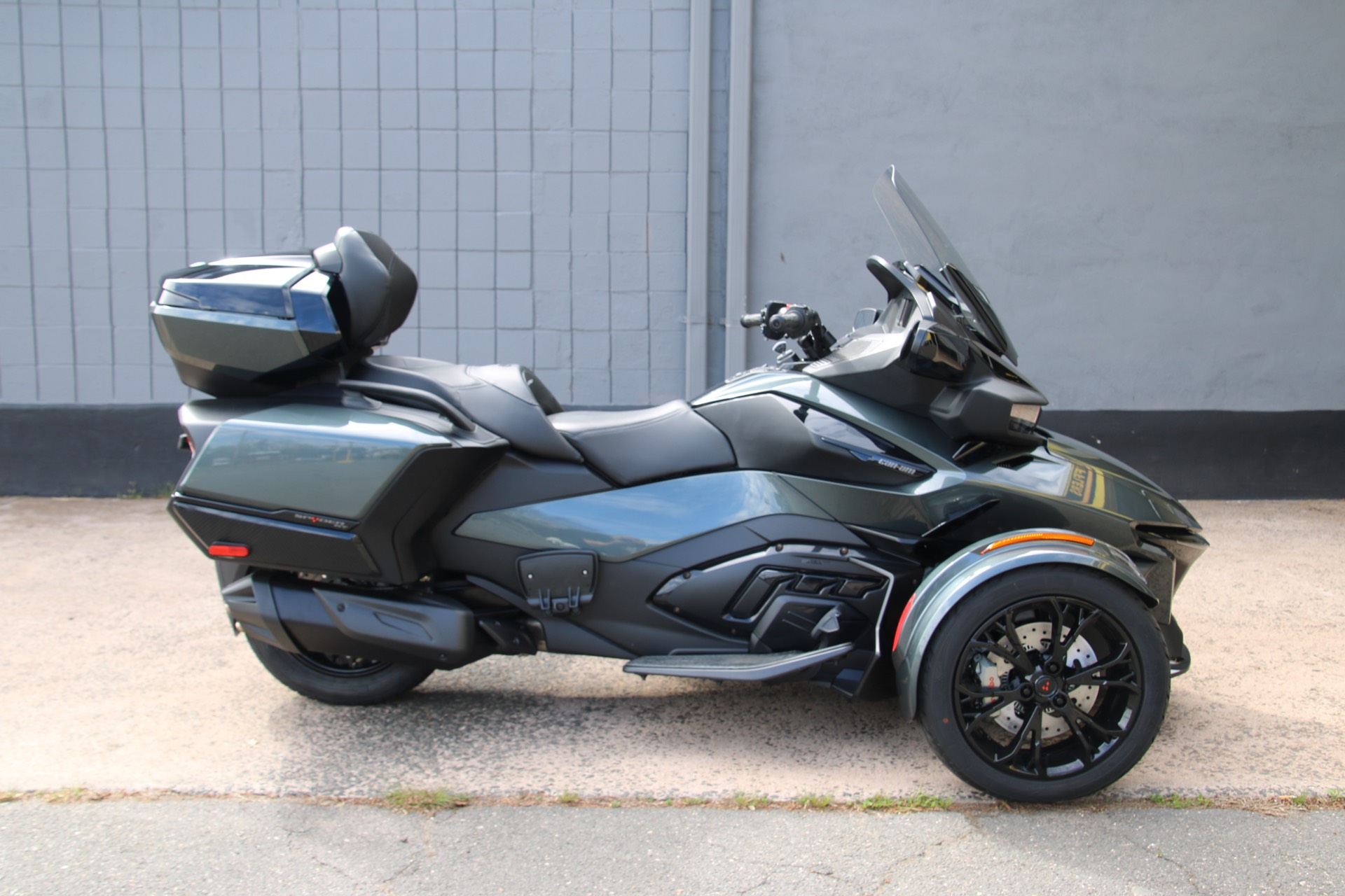 2021 Can-Am Spyder RT Limited in Enfield, Connecticut - Photo 2