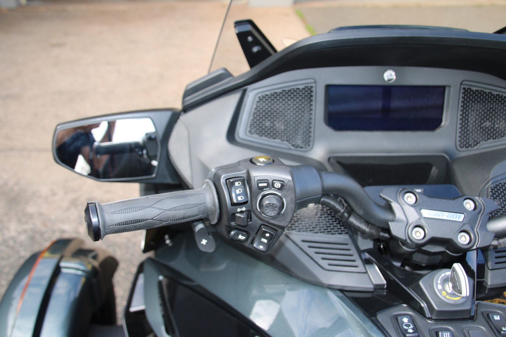2021 Can-Am Spyder RT Limited in Enfield, Connecticut - Photo 10