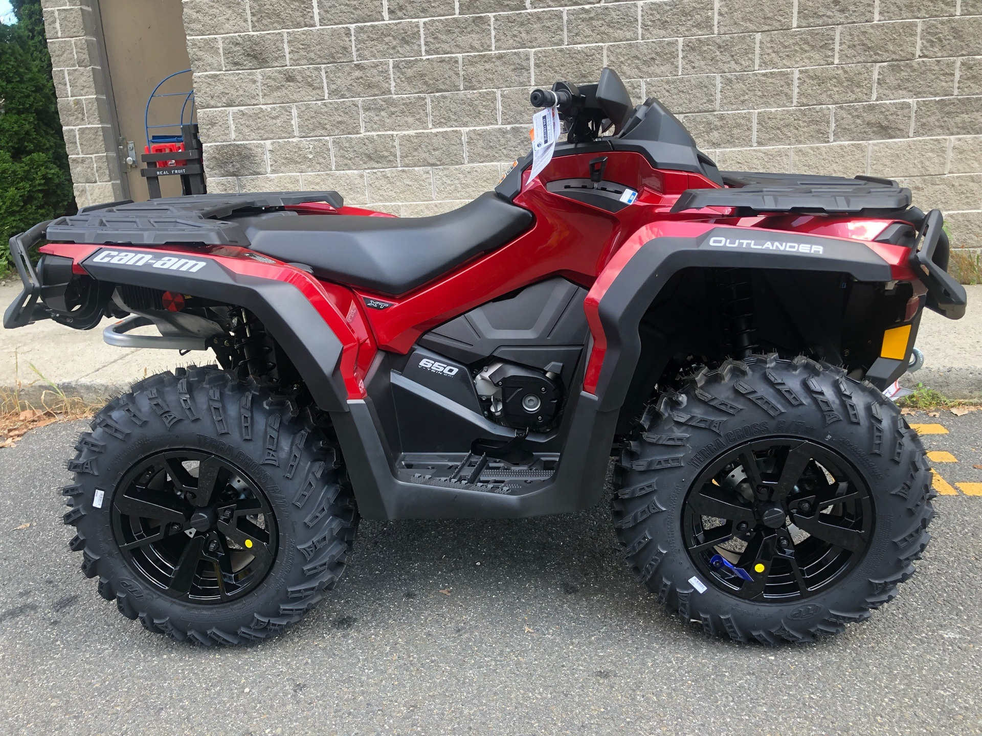 2019 Can-Am Outlander XT 650 in Enfield, Connecticut - Photo 2