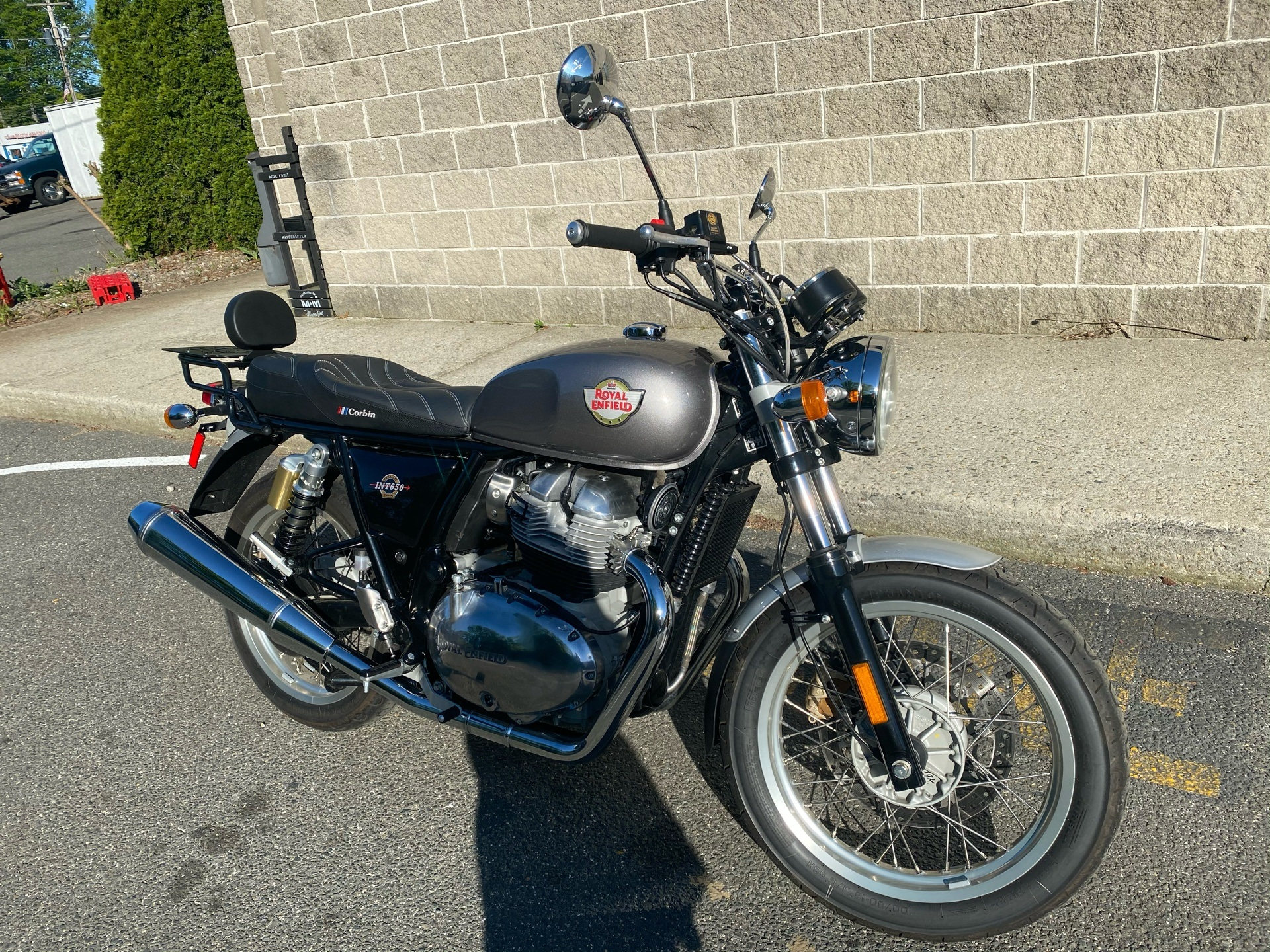 2019 Royal Enfield INT650 in Enfield, Connecticut - Photo 2