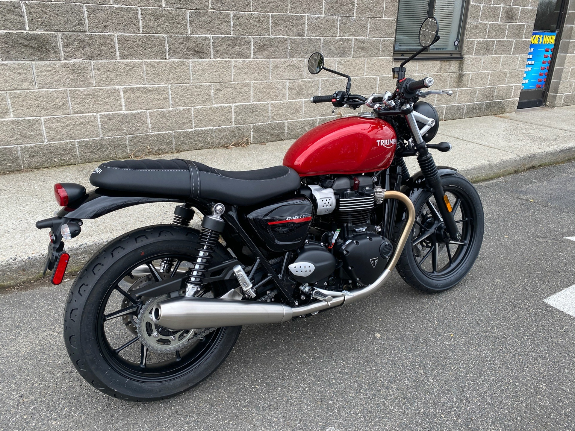2020 Triumph Street Twin in Enfield, Connecticut - Photo 4