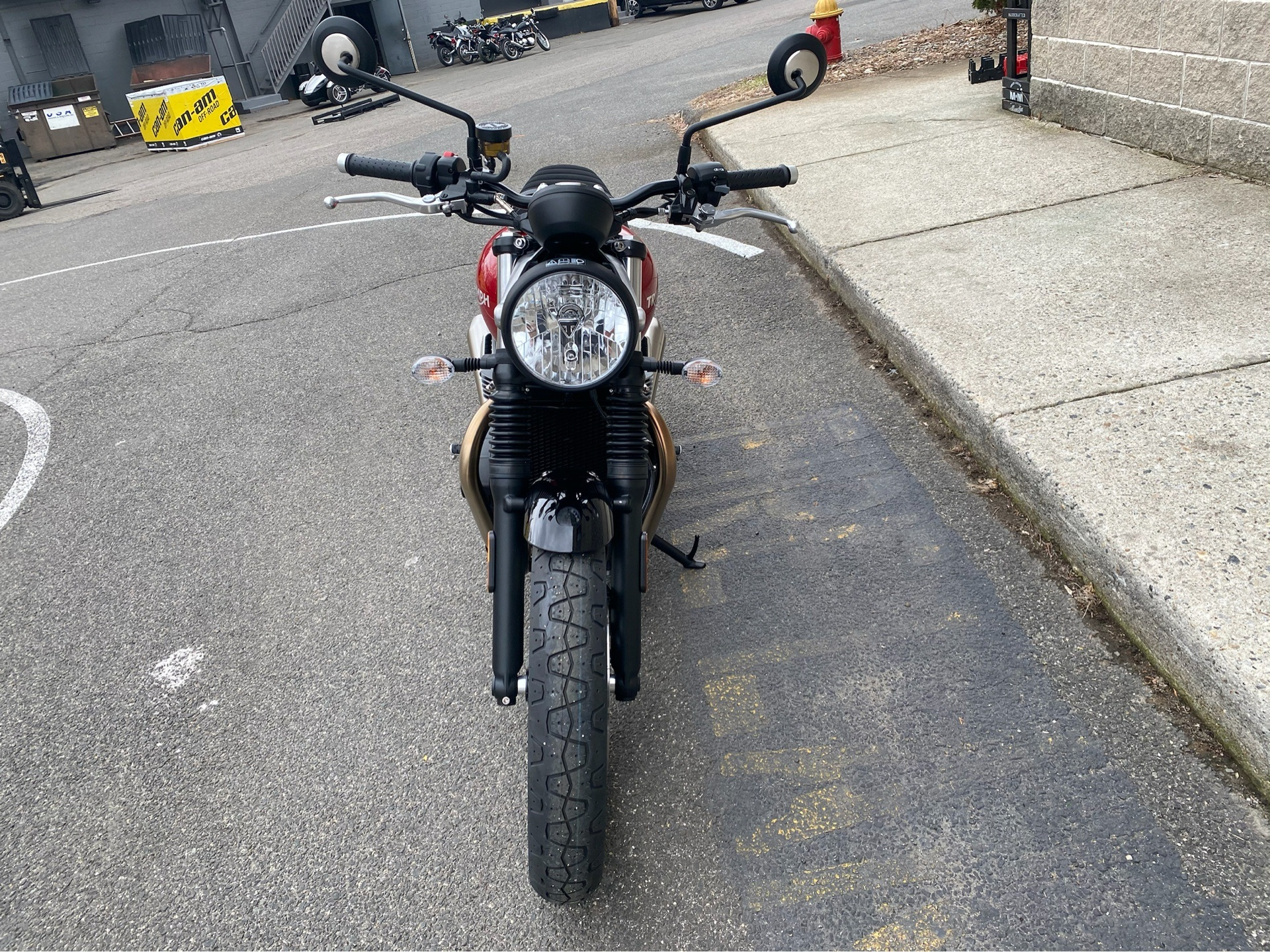 2020 Triumph Street Twin in Enfield, Connecticut - Photo 10