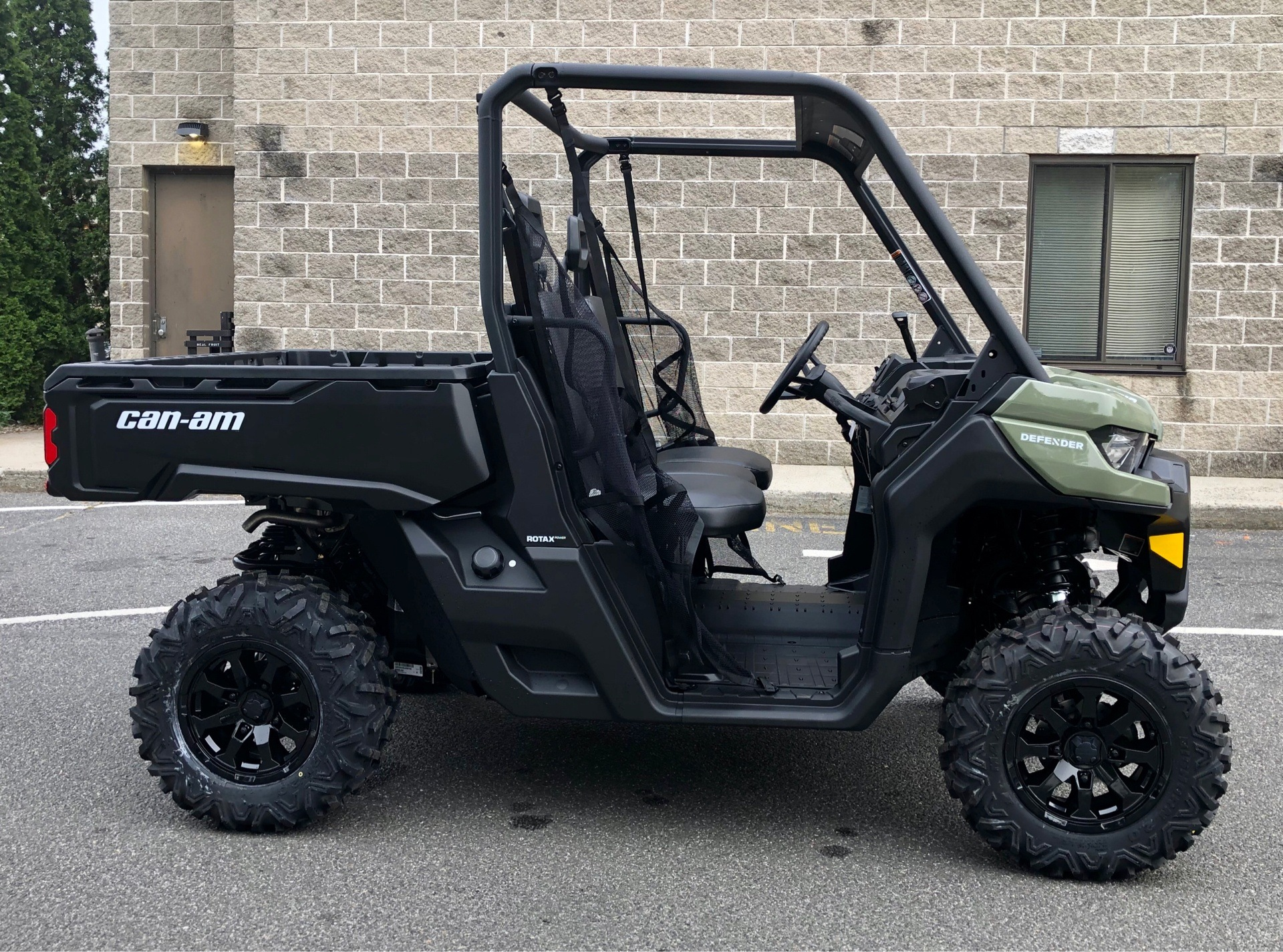 2020 Can-Am Defender DPS HD10 in Enfield, Connecticut - Photo 2