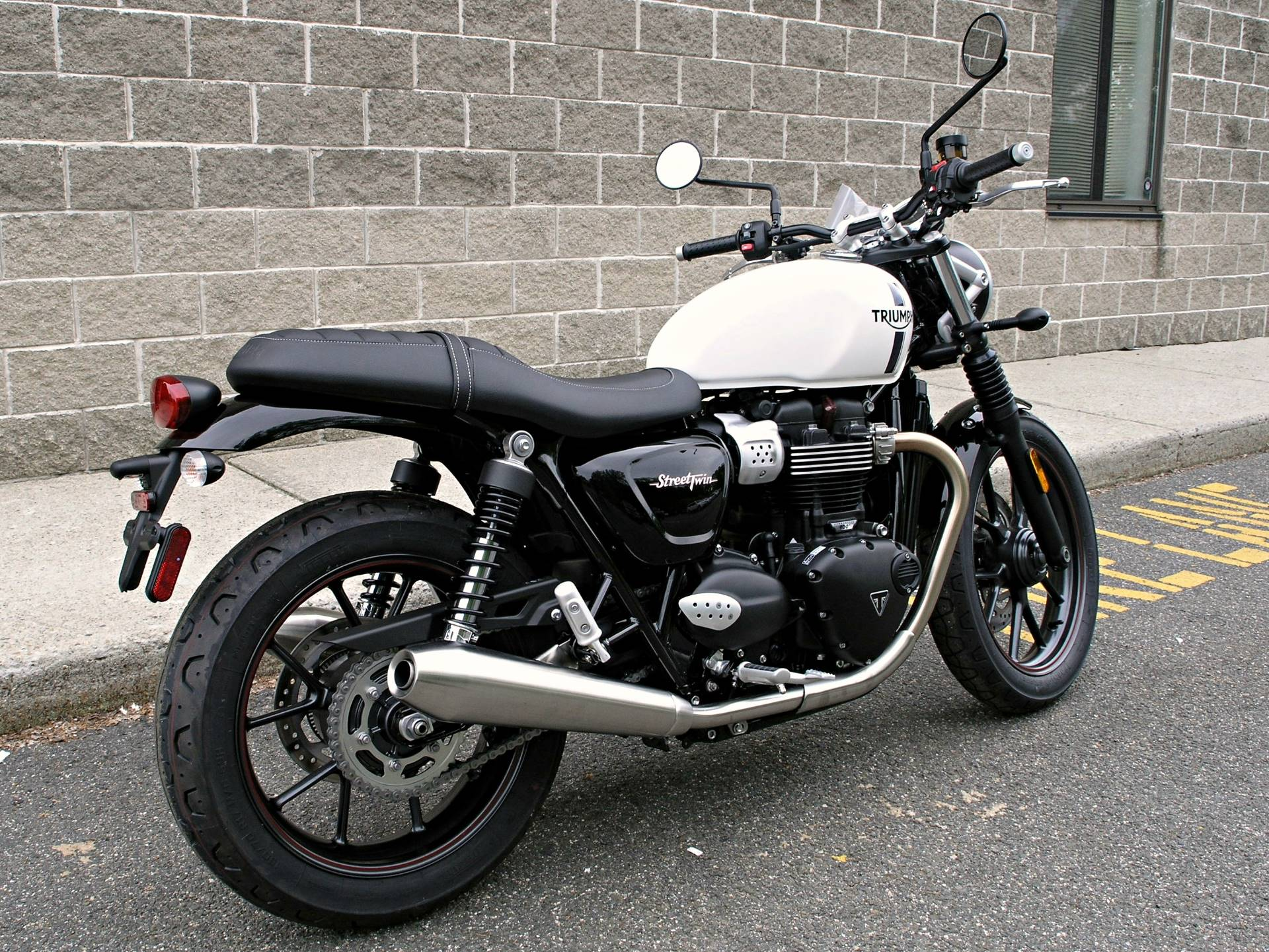 2018 Triumph Street Twin in Enfield, Connecticut - Photo 3