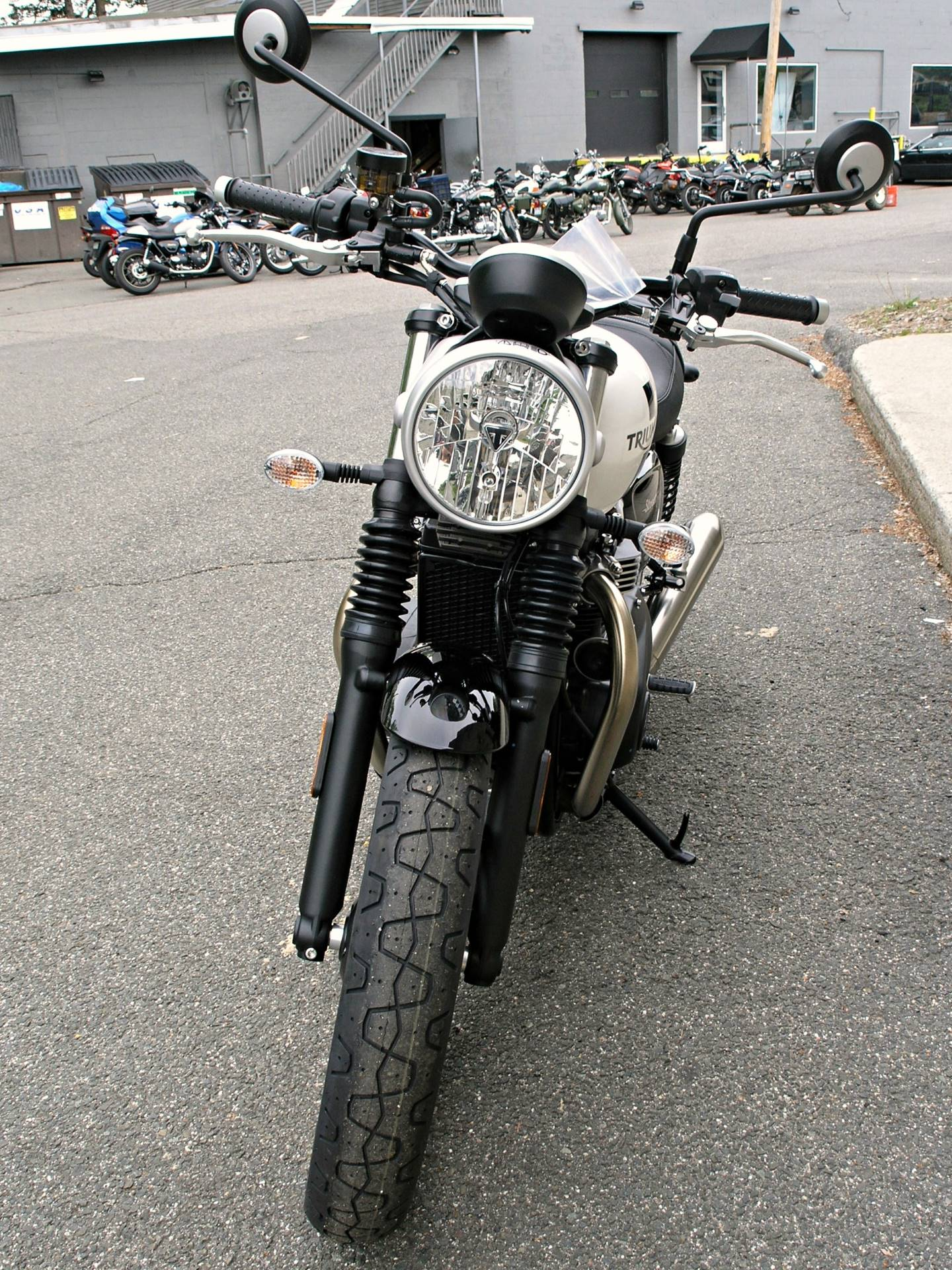 2018 Triumph Street Twin in Enfield, Connecticut - Photo 8