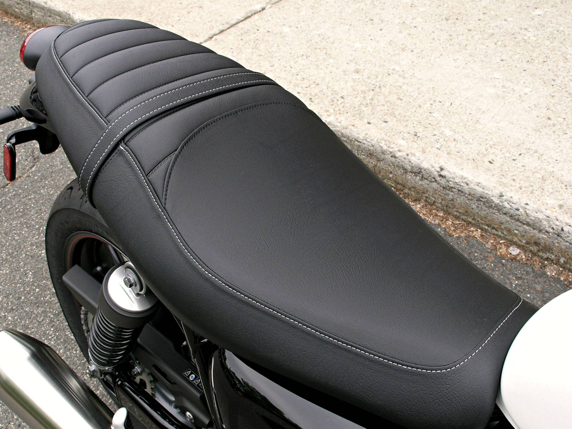 2018 Triumph Street Twin in Enfield, Connecticut - Photo 17