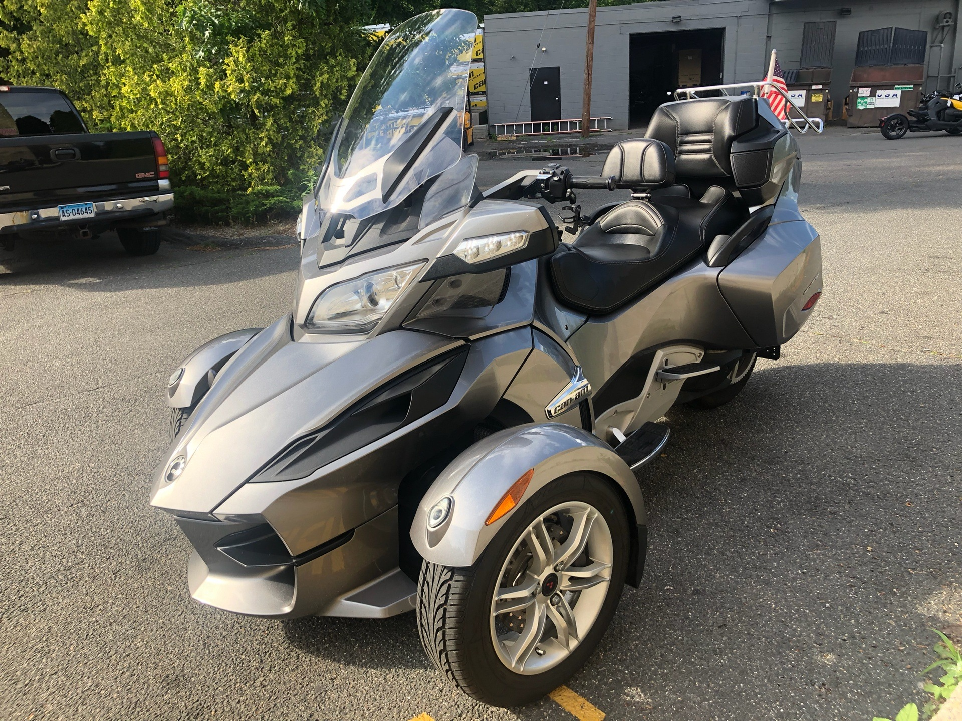 2011 Can-Am Spyder® RT Audio & Convenience SE5 in Enfield, Connecticut - Photo 8