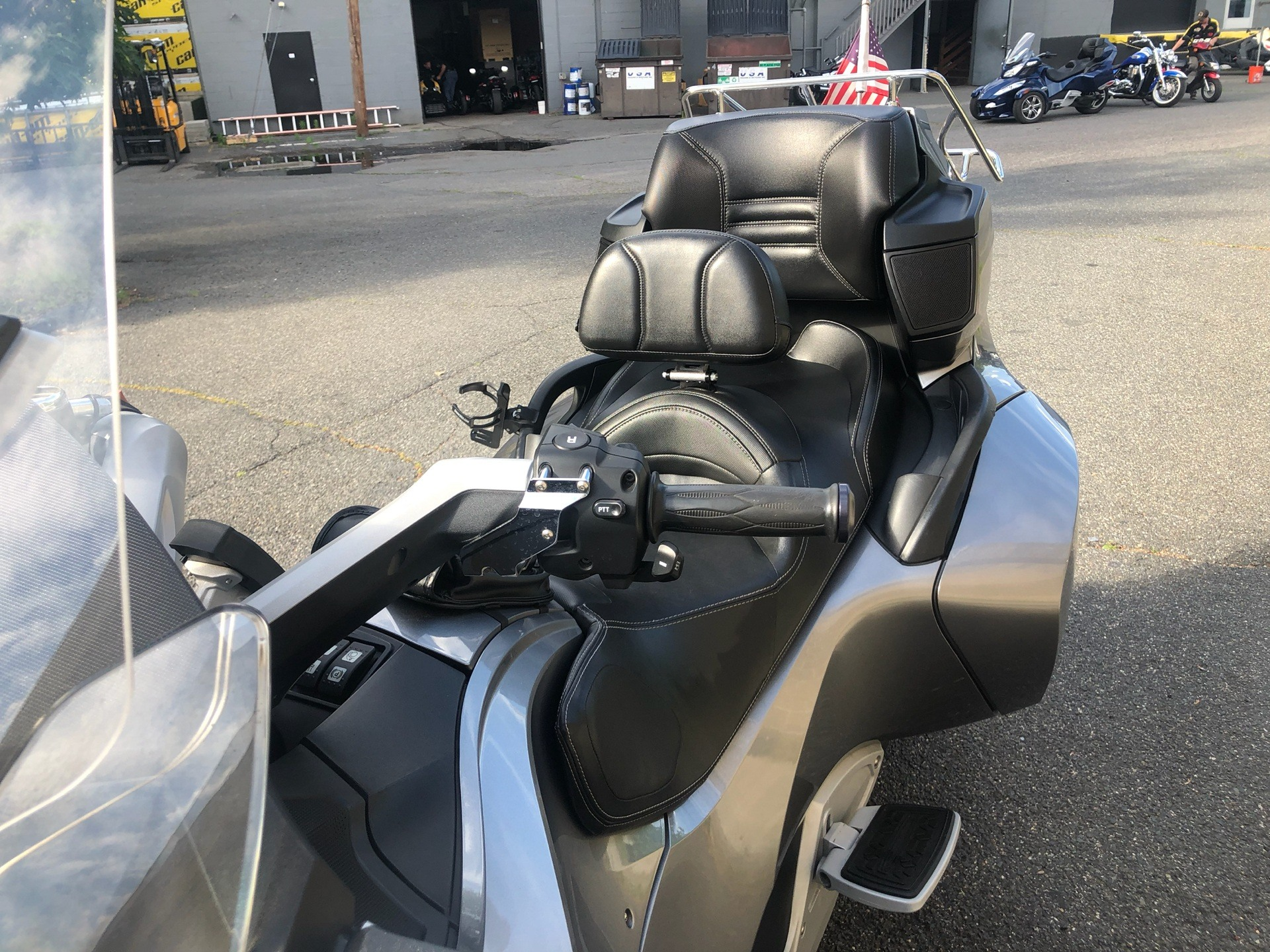 2011 Can-Am Spyder® RT Audio & Convenience SE5 in Enfield, Connecticut - Photo 12