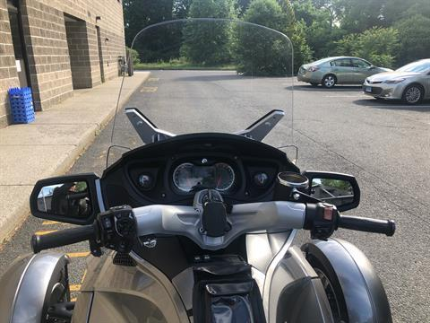 2011 Can-Am Spyder® RT Audio & Convenience SE5 in Enfield, Connecticut - Photo 15