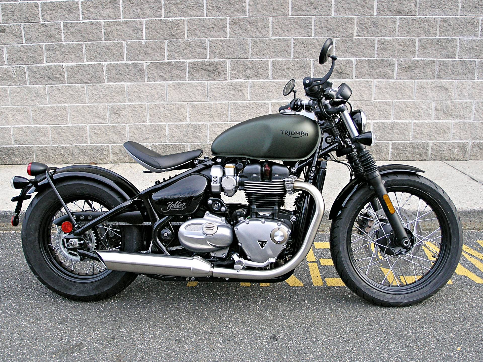 2019 Triumph Bonneville Bobber in Enfield, Connecticut - Photo 2