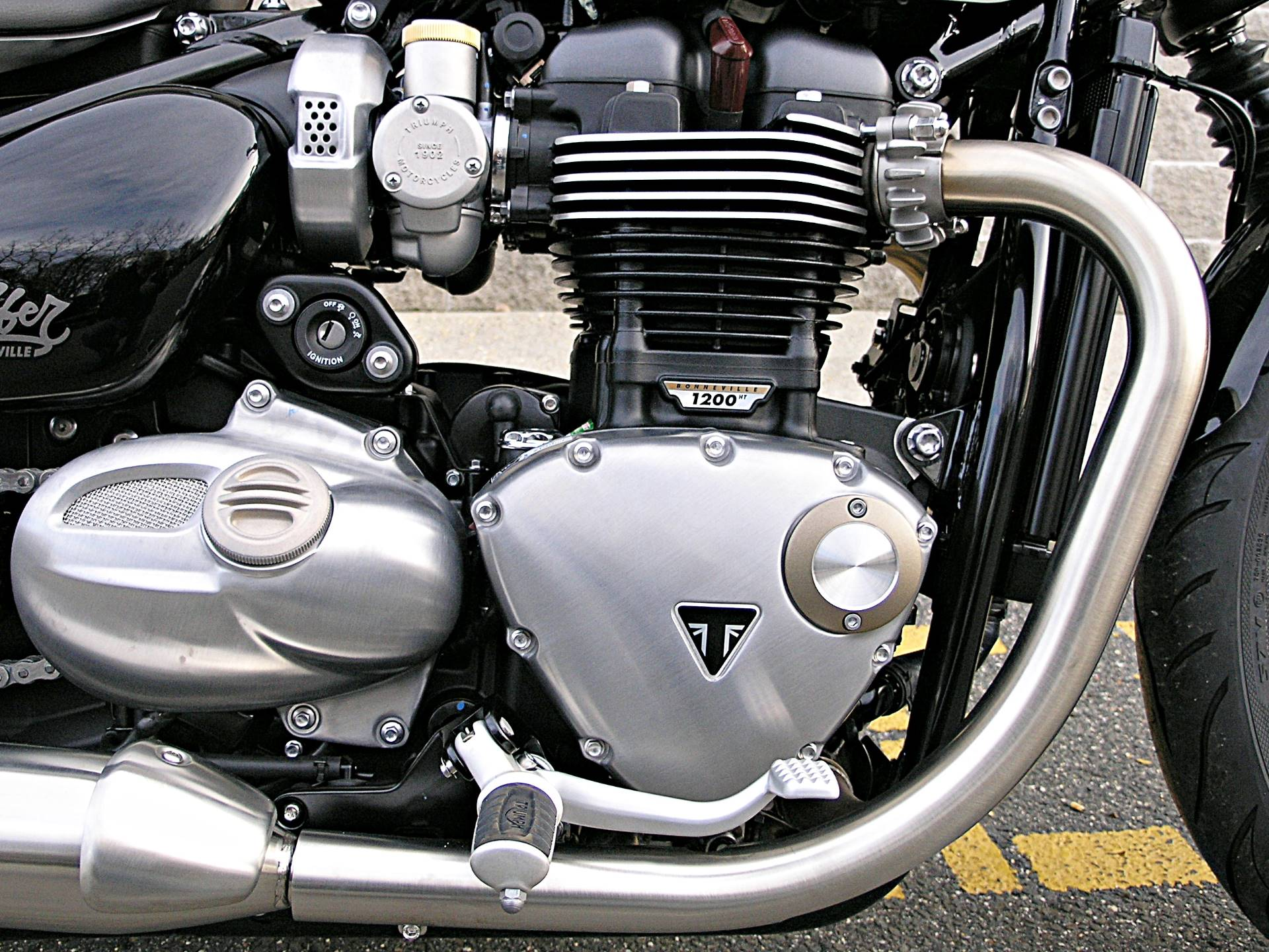 2019 Triumph Bonneville Bobber in Enfield, Connecticut - Photo 17