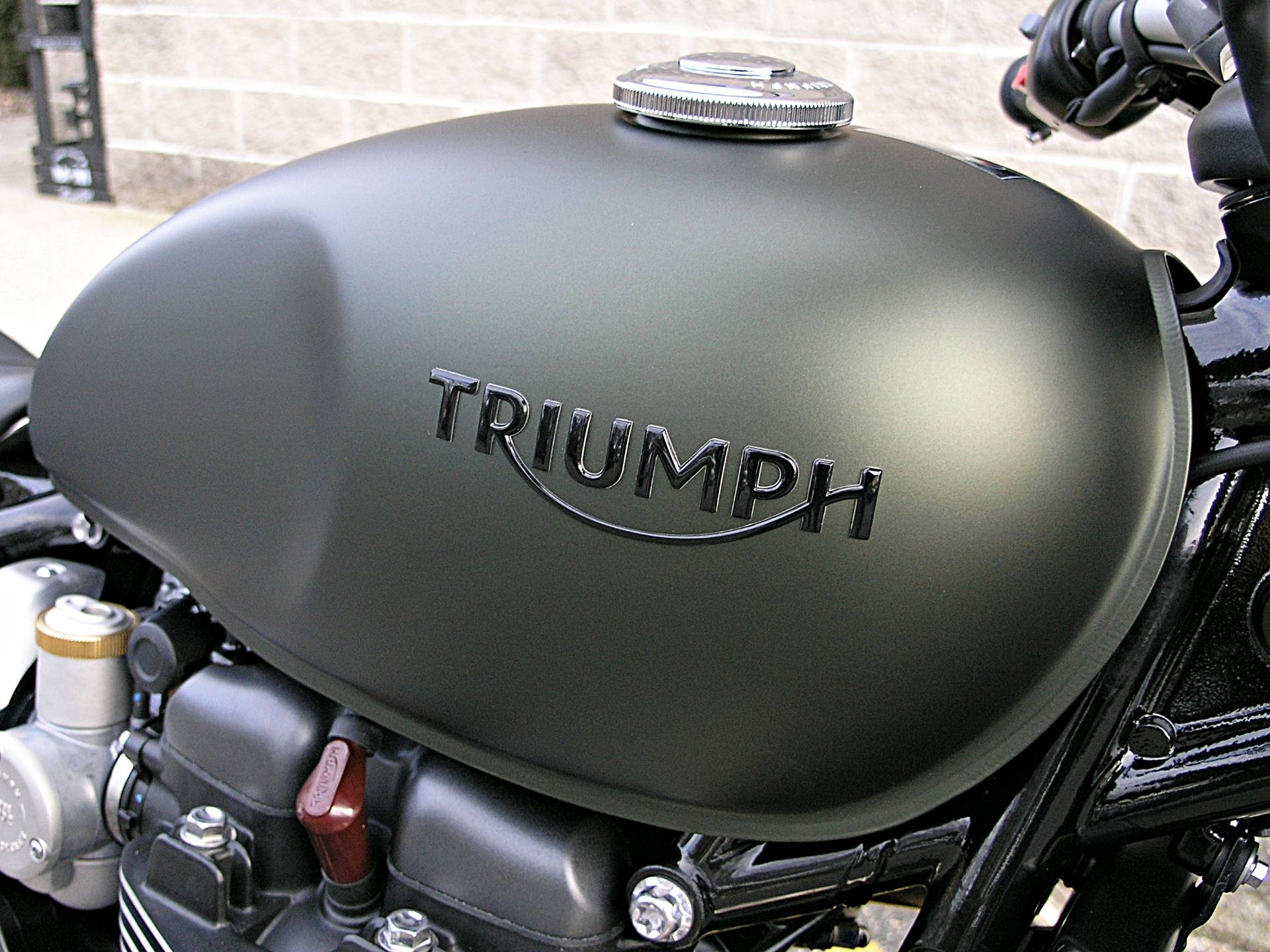 2019 Triumph Bonneville Bobber in Enfield, Connecticut - Photo 13