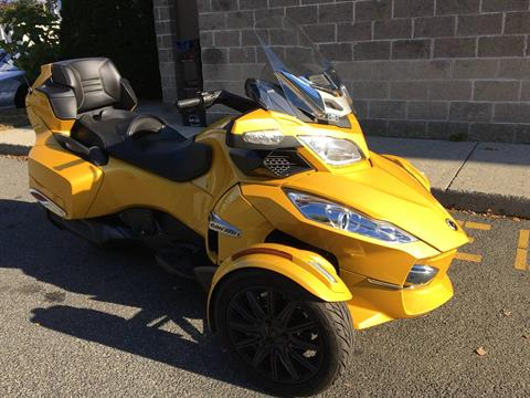 2013 Can-Am Spyder® RT-S SE5 in Enfield, Connecticut