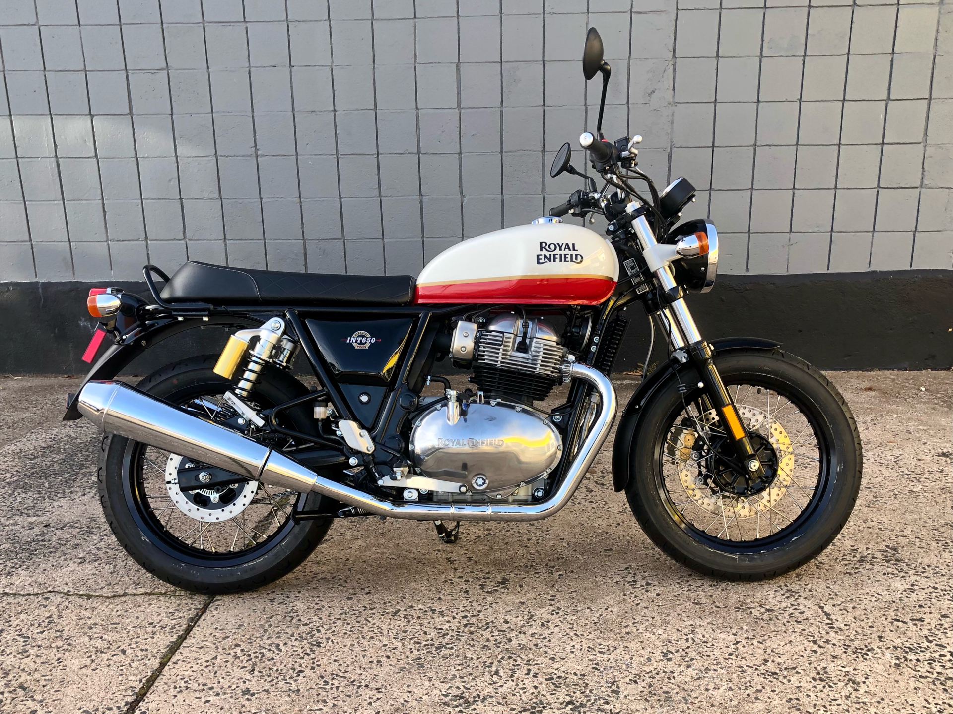 2021 Royal Enfield INT650 in Enfield, Connecticut - Photo 2