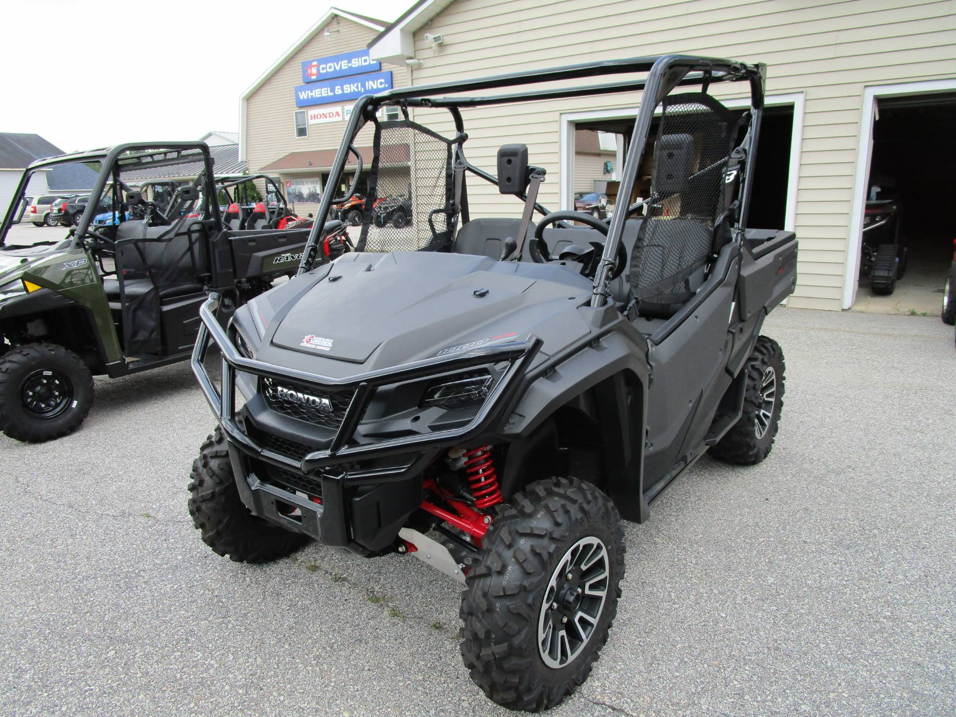 2018 Honda Pioneer 1000 LE in Newport, Maine - Photo 2