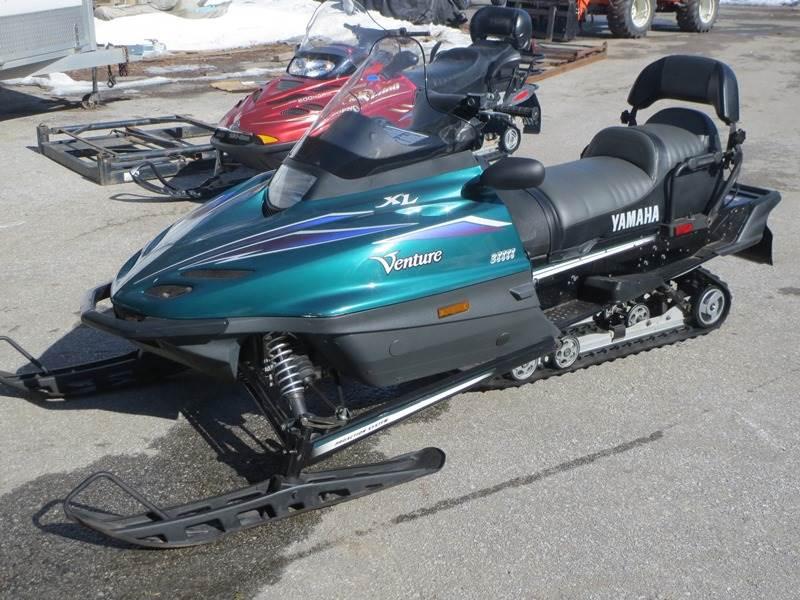 1999 Yamaha Venture XL in Newport, Maine
