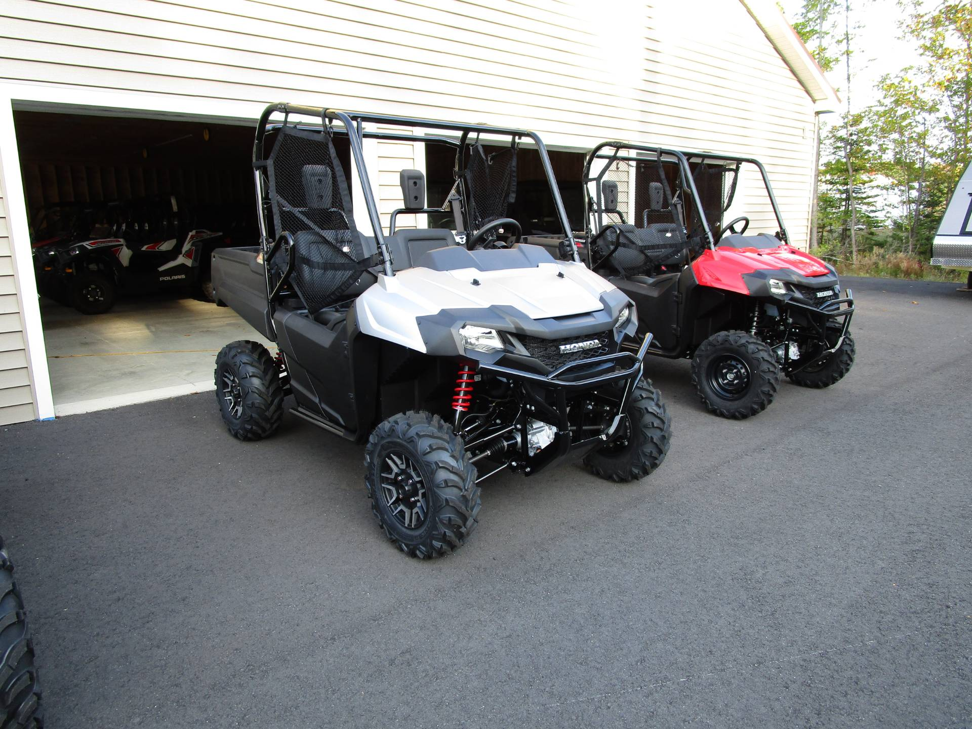 2020 Honda Pioneer 700 Deluxe in Newport, Maine - Photo 2