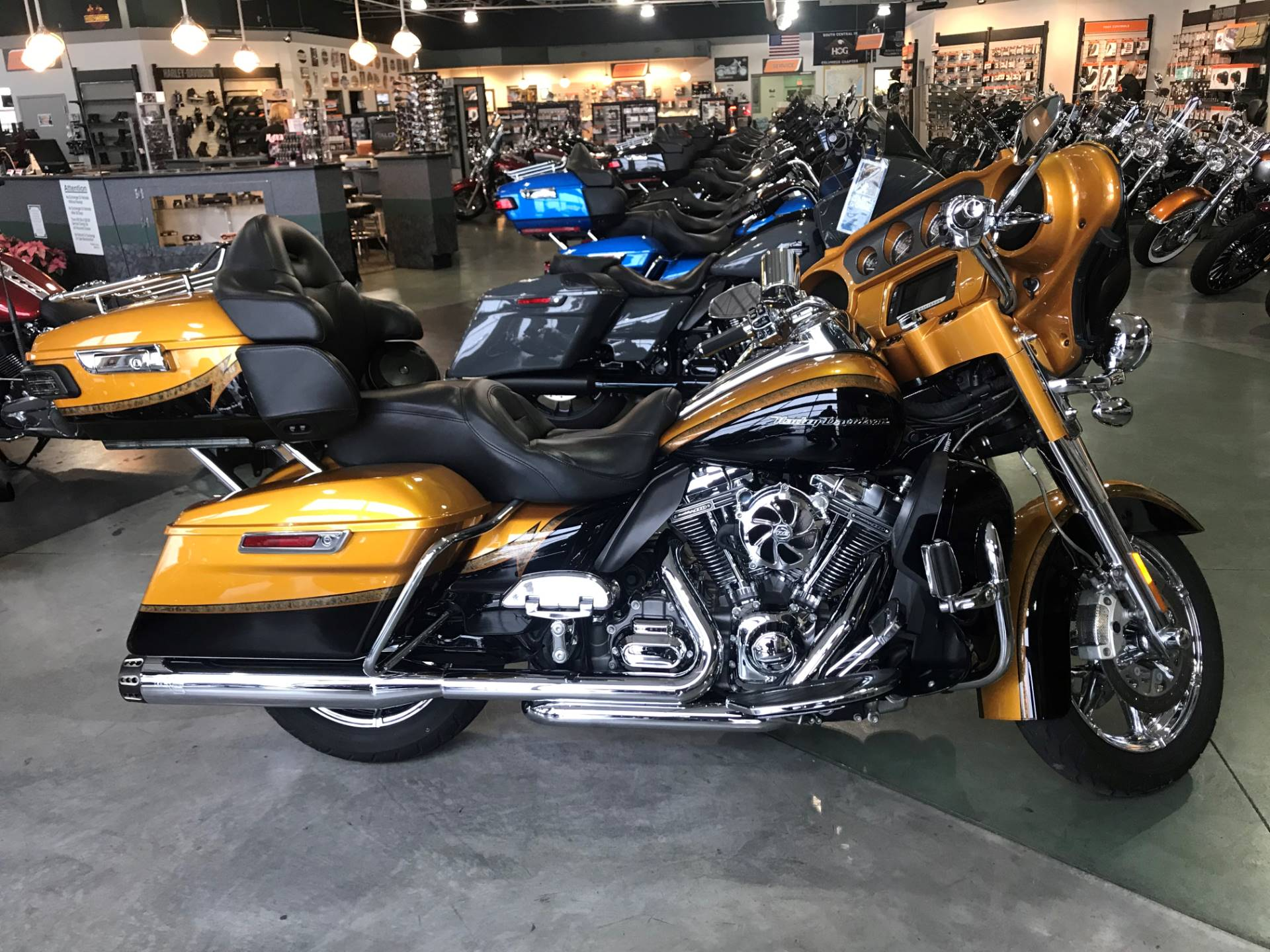 2015 Harley-Davidson CVO™ Limited in Edinburgh, Indiana - Photo 1
