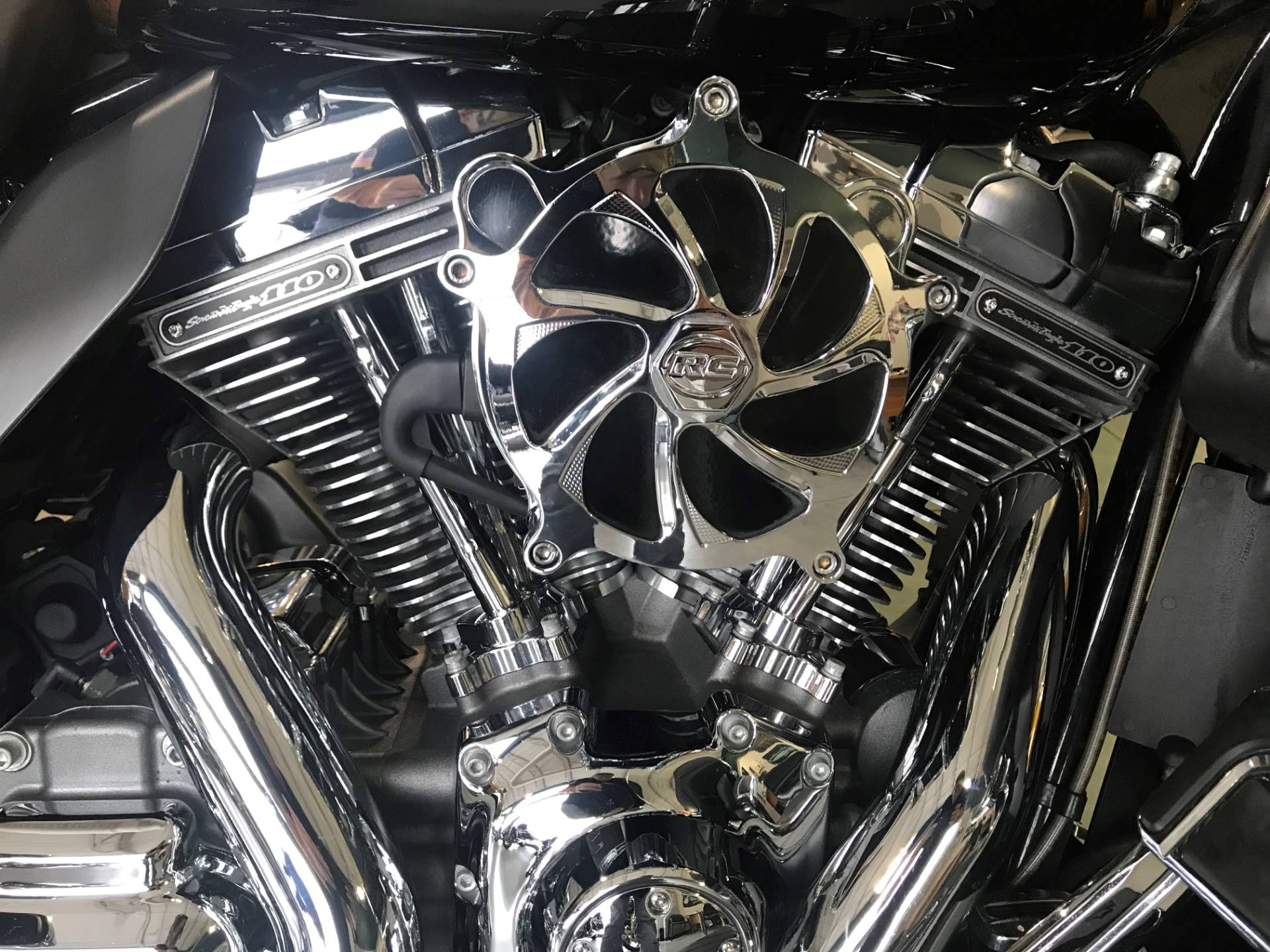 2015 Harley-Davidson CVO™ Limited in Edinburgh, Indiana - Photo 6