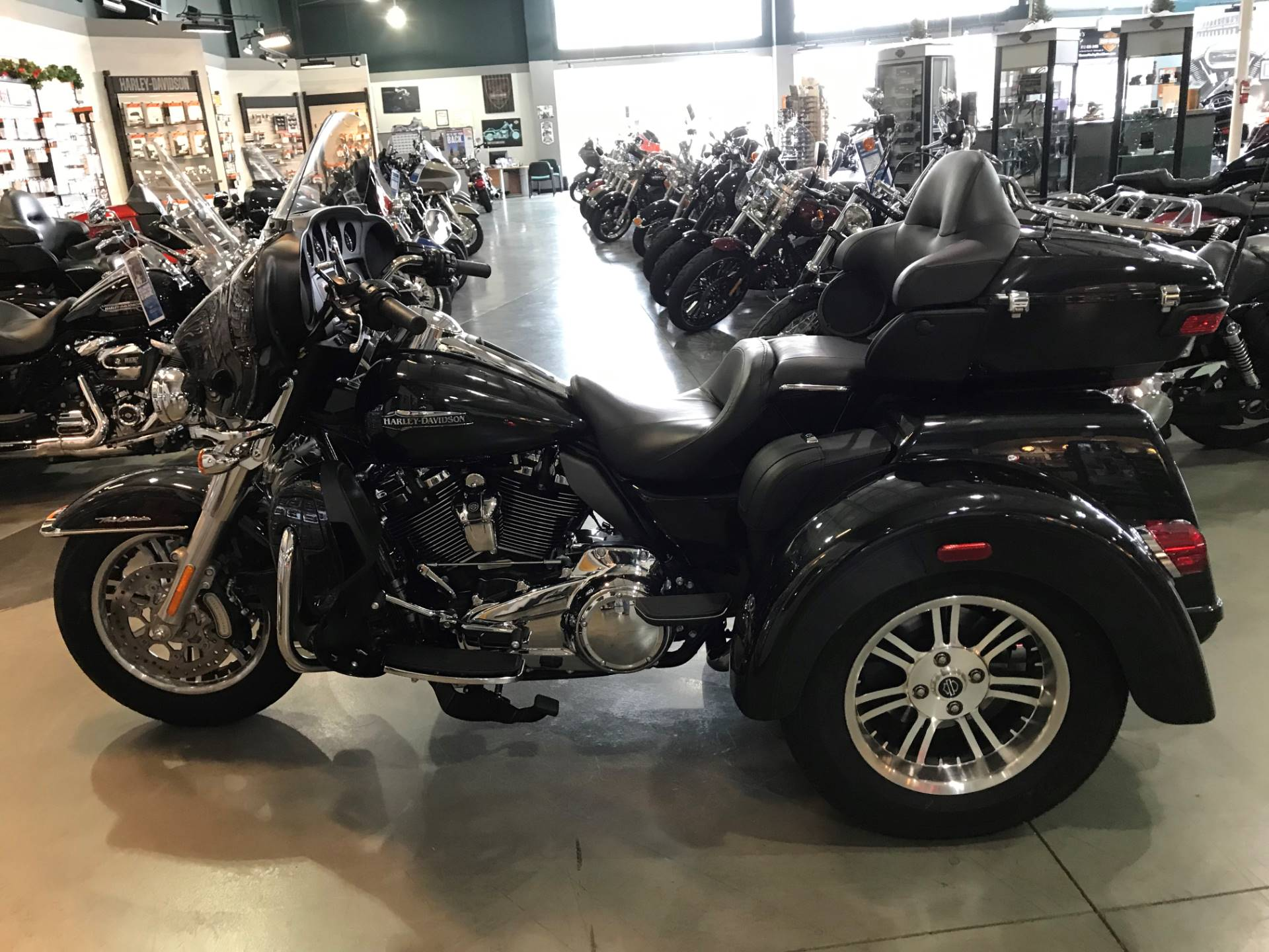 Used Harley Davidson Wheels >> 2018 Harley Davidson Tri Glide Ultra In Edinburgh Indiana