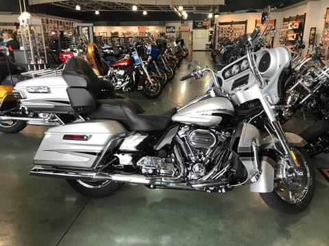 2017 Harley-Davidson CVO™ Limited in Edinburgh, Indiana - Photo 1