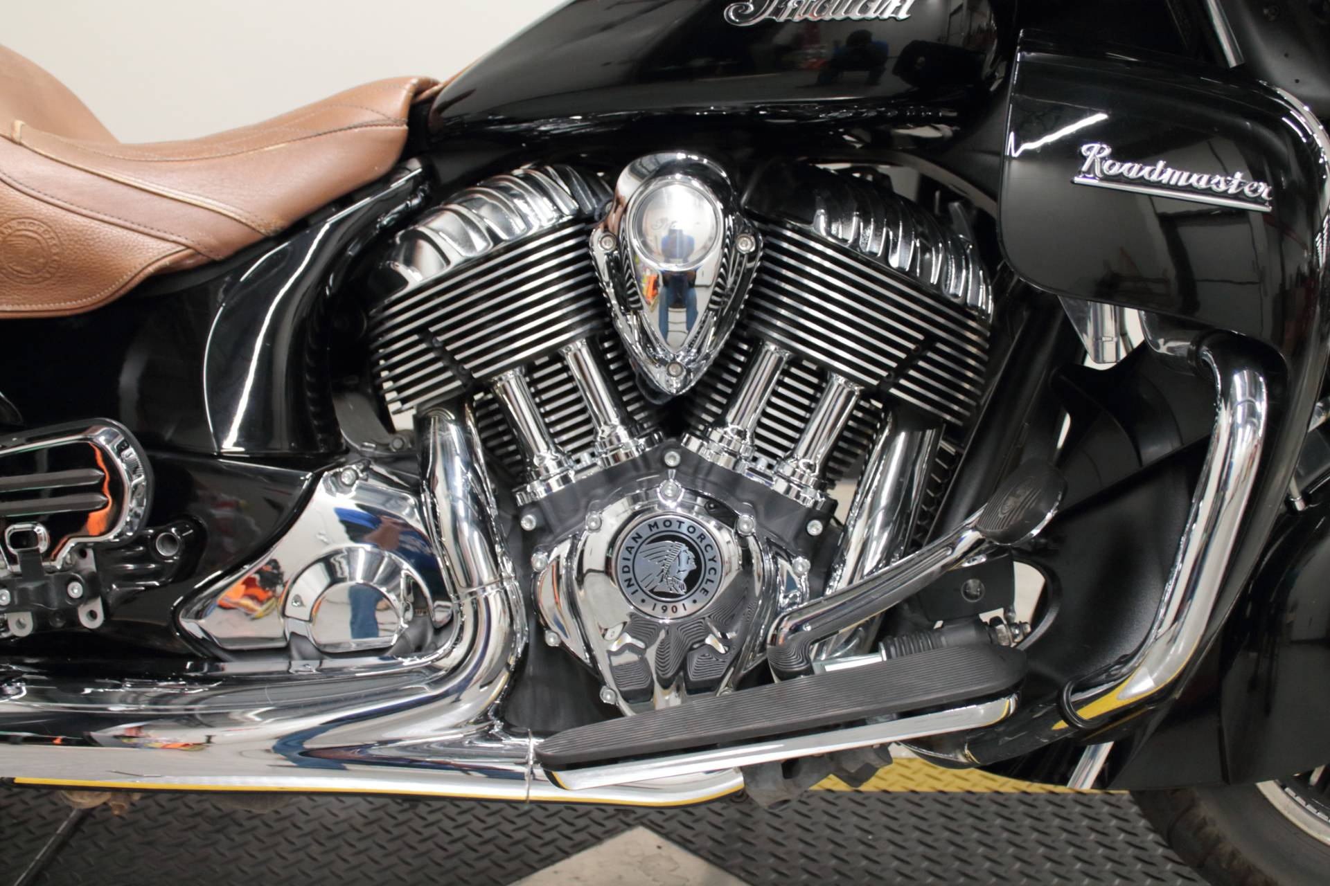 2015 Indian Roadmaster™ in Fort Worth, Texas - Photo 10