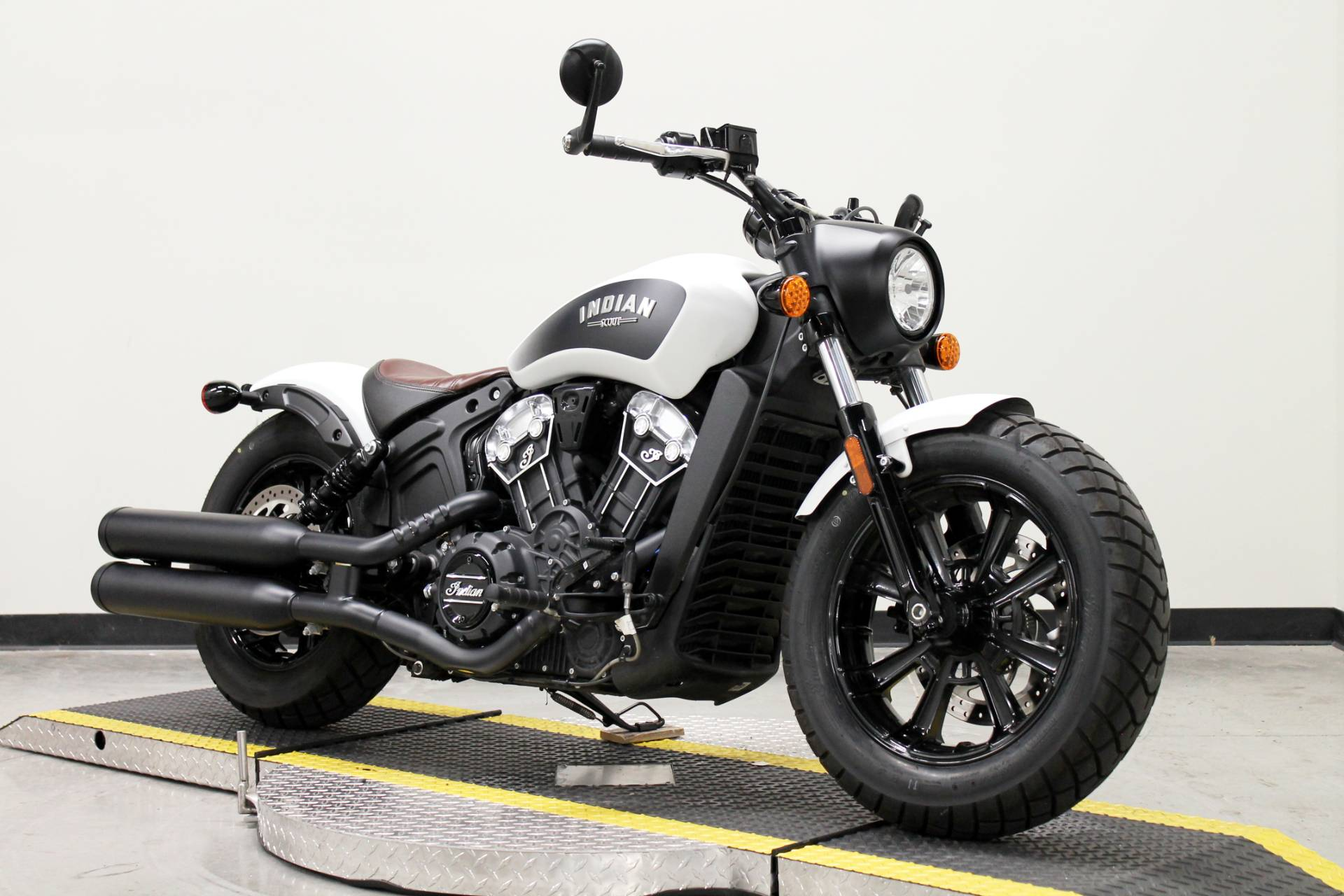 2019 Indian Scout® Bobber ABS in Fort Worth, Texas - Photo 3
