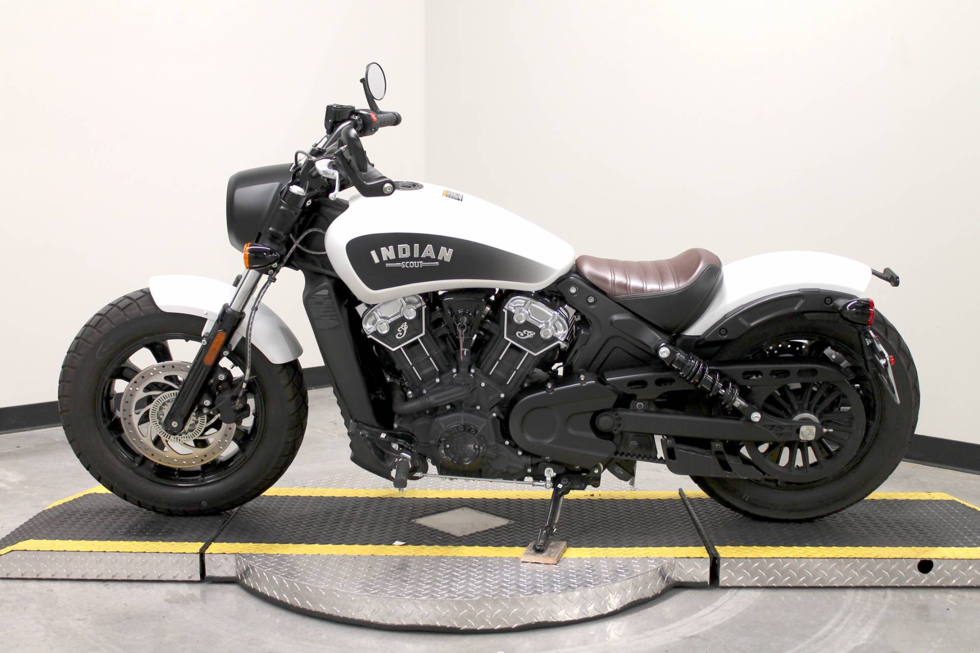 2019 Indian Scout® Bobber ABS in Fort Worth, Texas - Photo 6