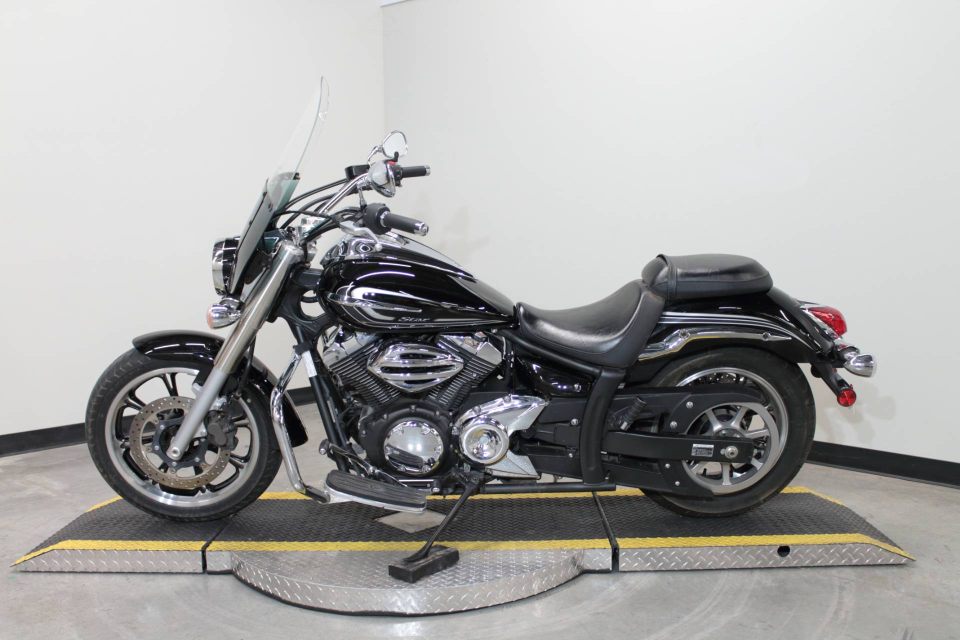 2015 Yamaha V Star 950 in Fort Worth, Texas - Photo 6