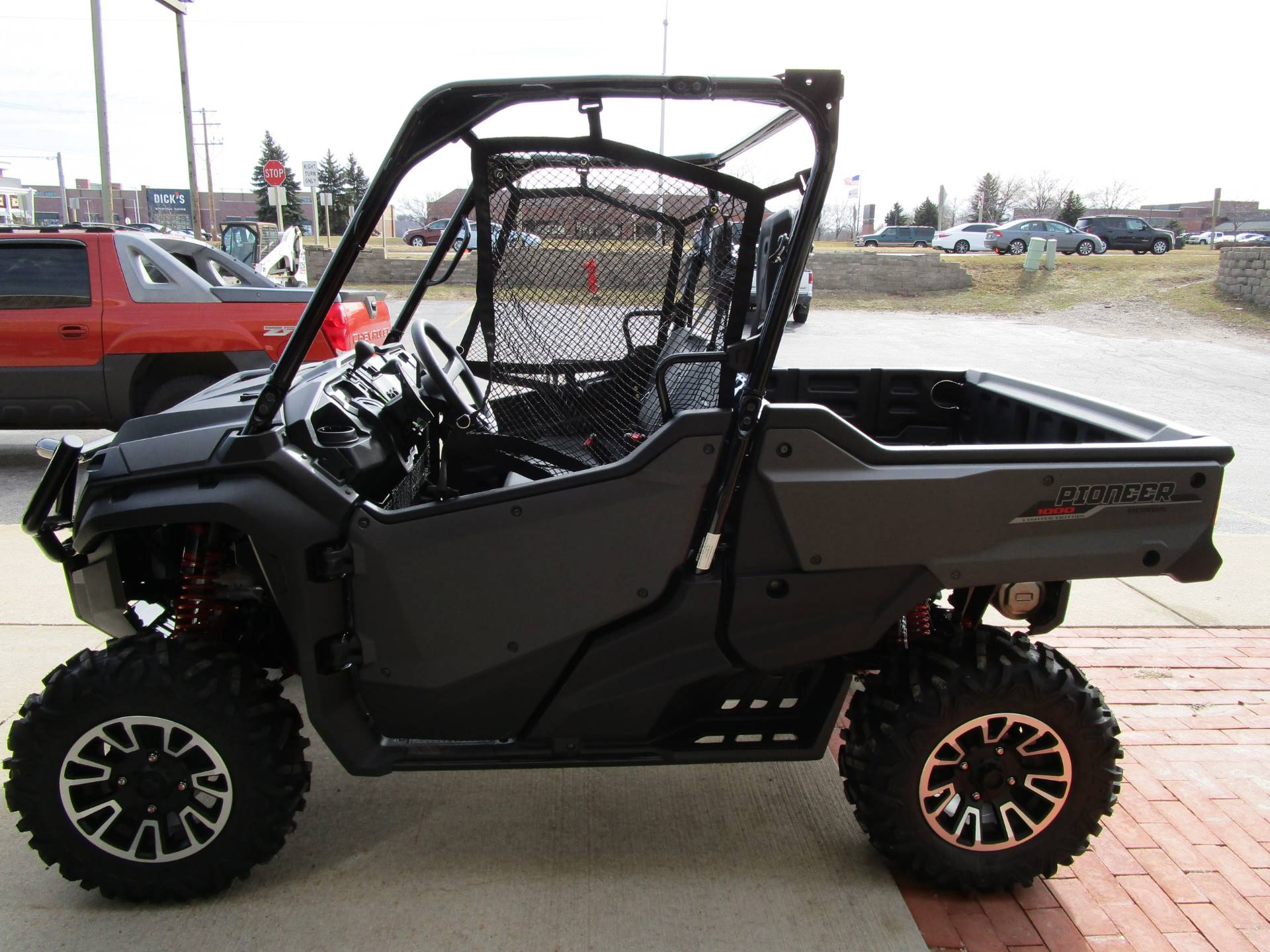 2017 Honda Pioneer 1000 LE in Brookfield, Wisconsin