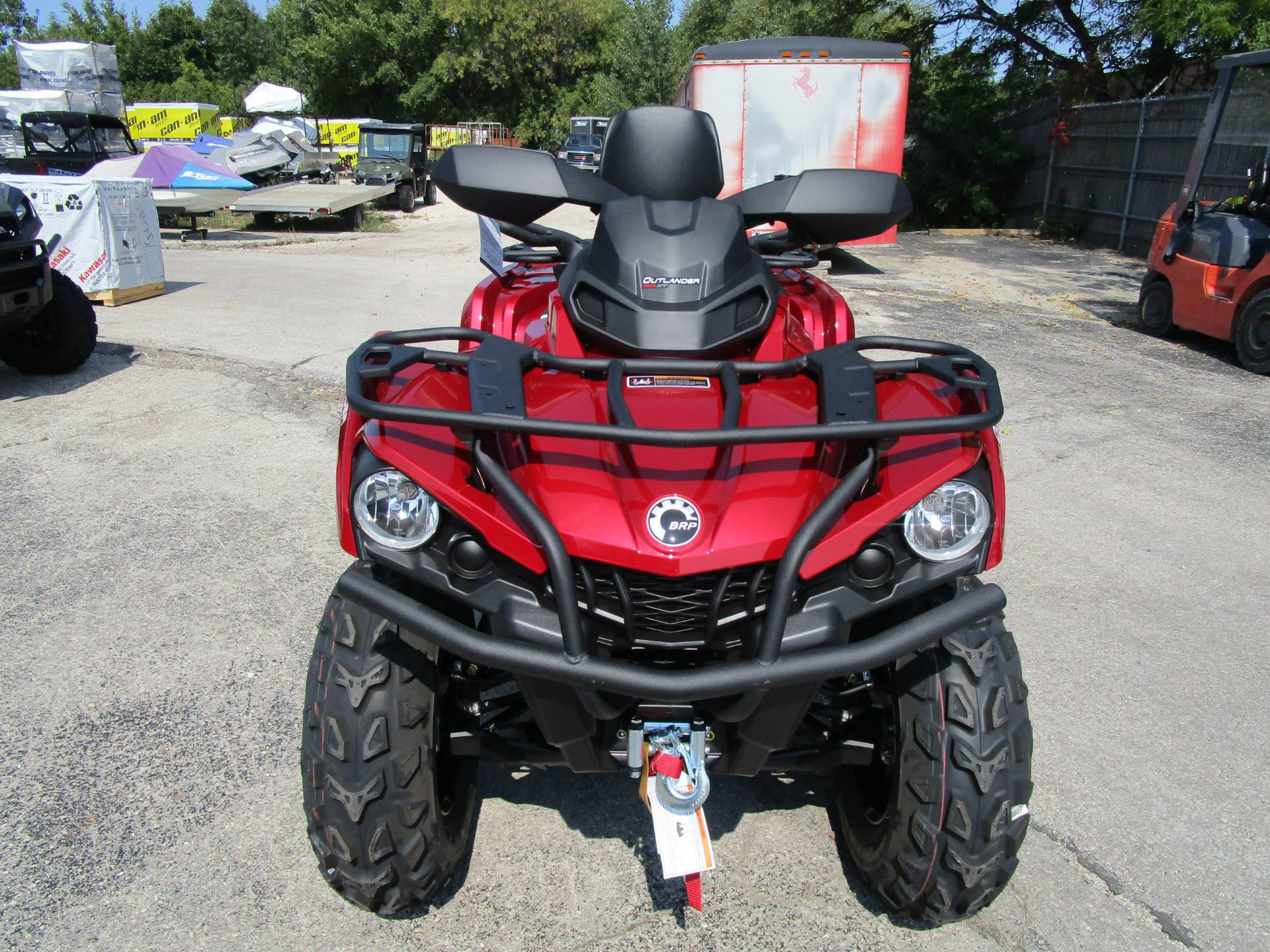 2018 Can-Am Outlander MAX XT 570 in Brookfield, Wisconsin