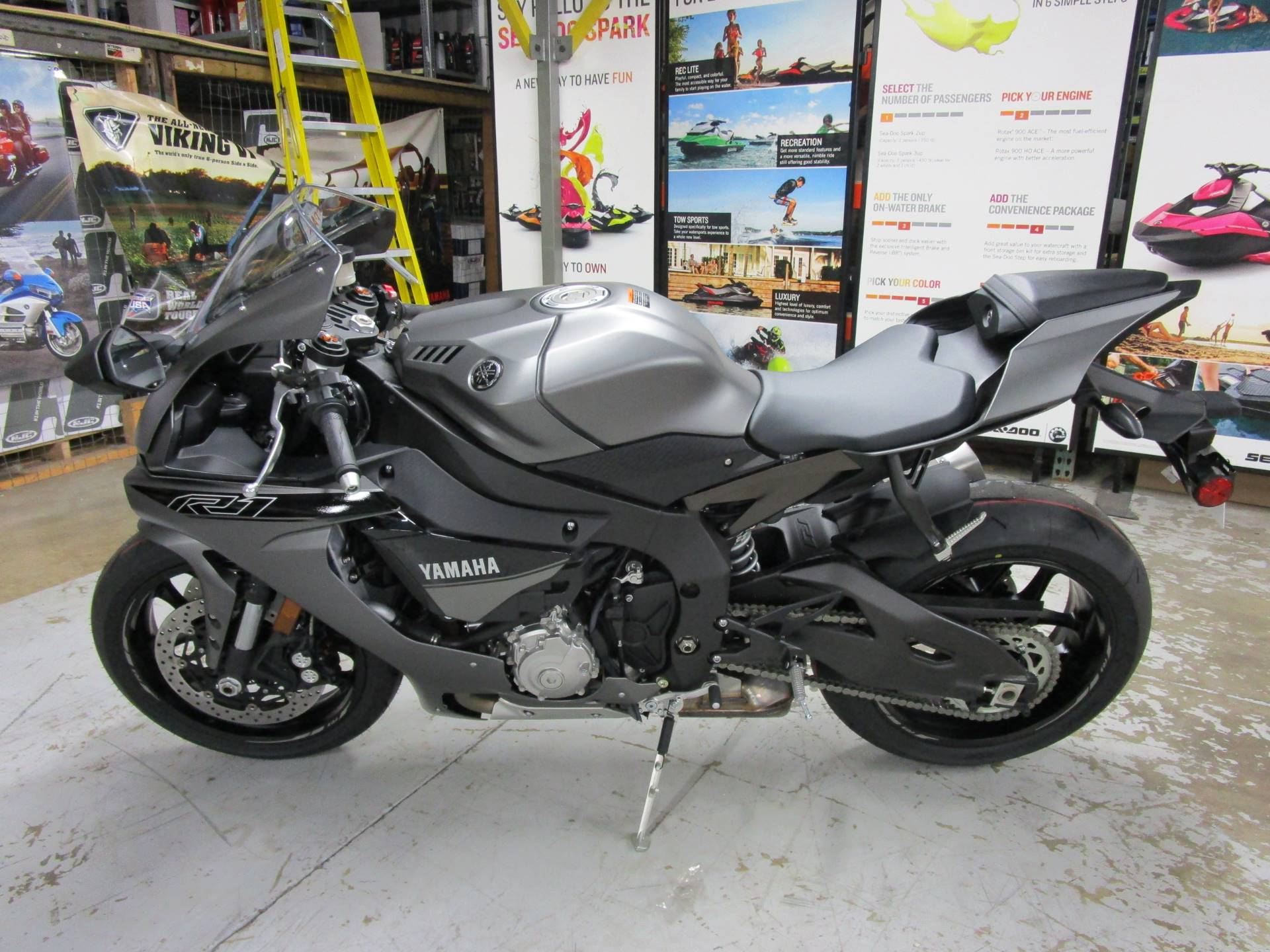 2016 Yamaha YZF-R1 5