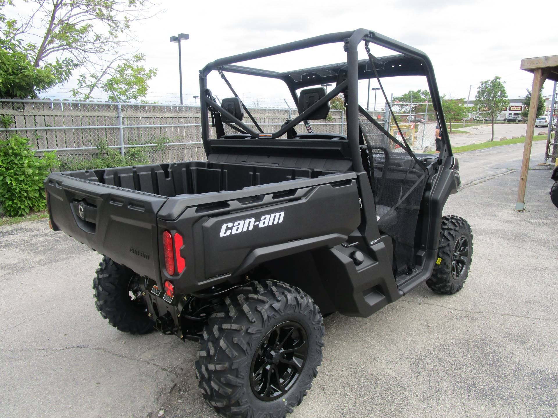 2017 Can-Am Defender DPS HD10 in Brookfield, Wisconsin