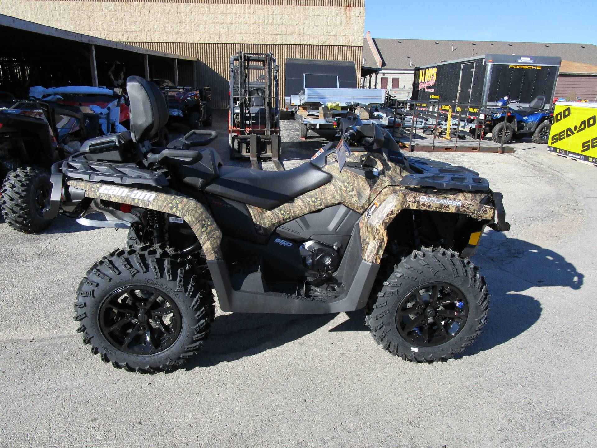 new 2017 can am outlander max xt 650 atvs in brookfield wi. Black Bedroom Furniture Sets. Home Design Ideas
