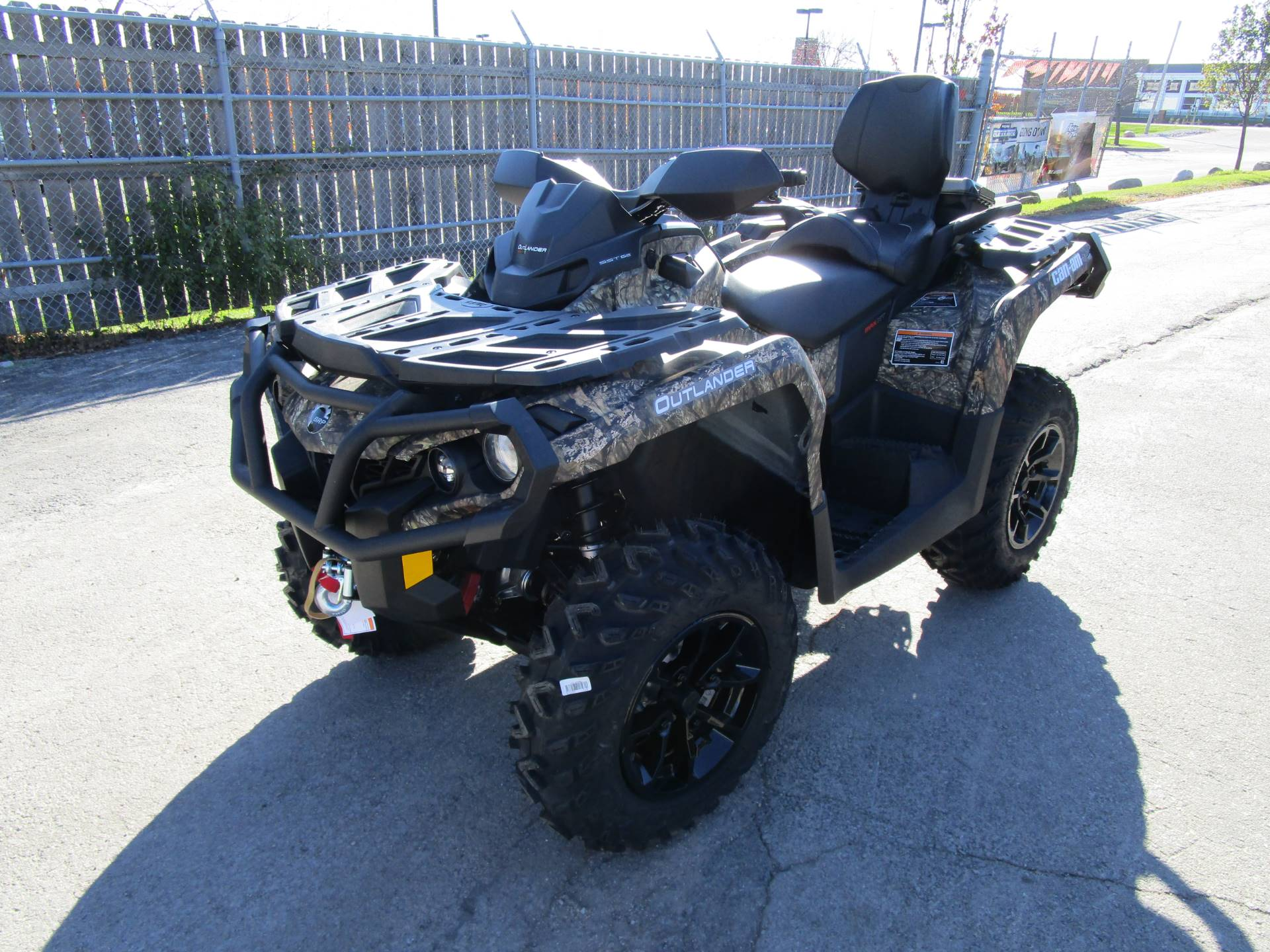 2017 Can-Am Outlander MAX XT 650 in Brookfield, Wisconsin