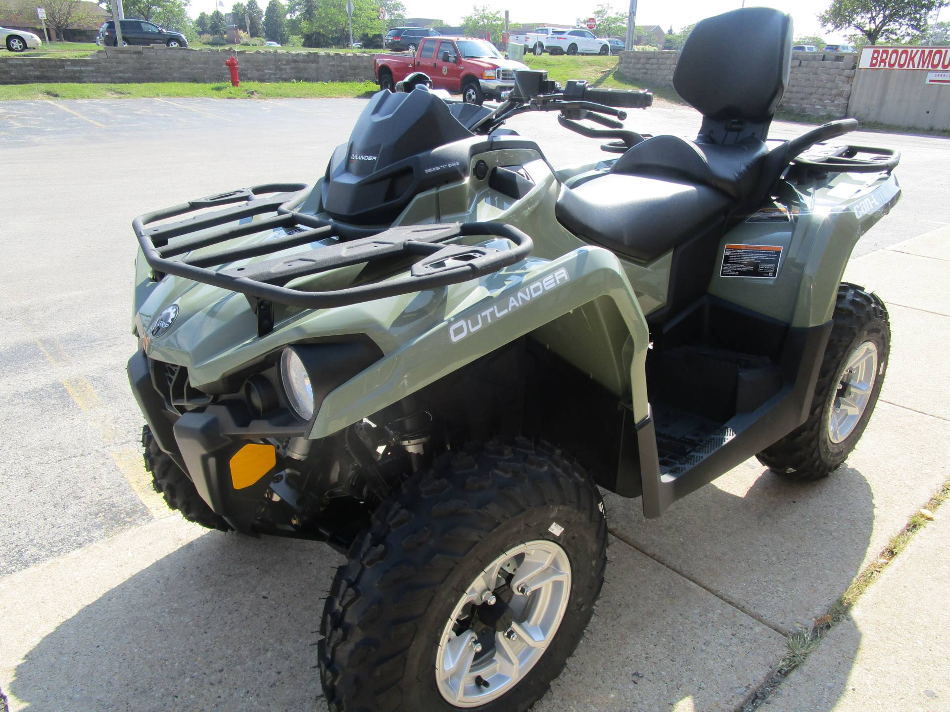 2017 Can-Am Outlander MAX DPS 570 in Brookfield, Wisconsin