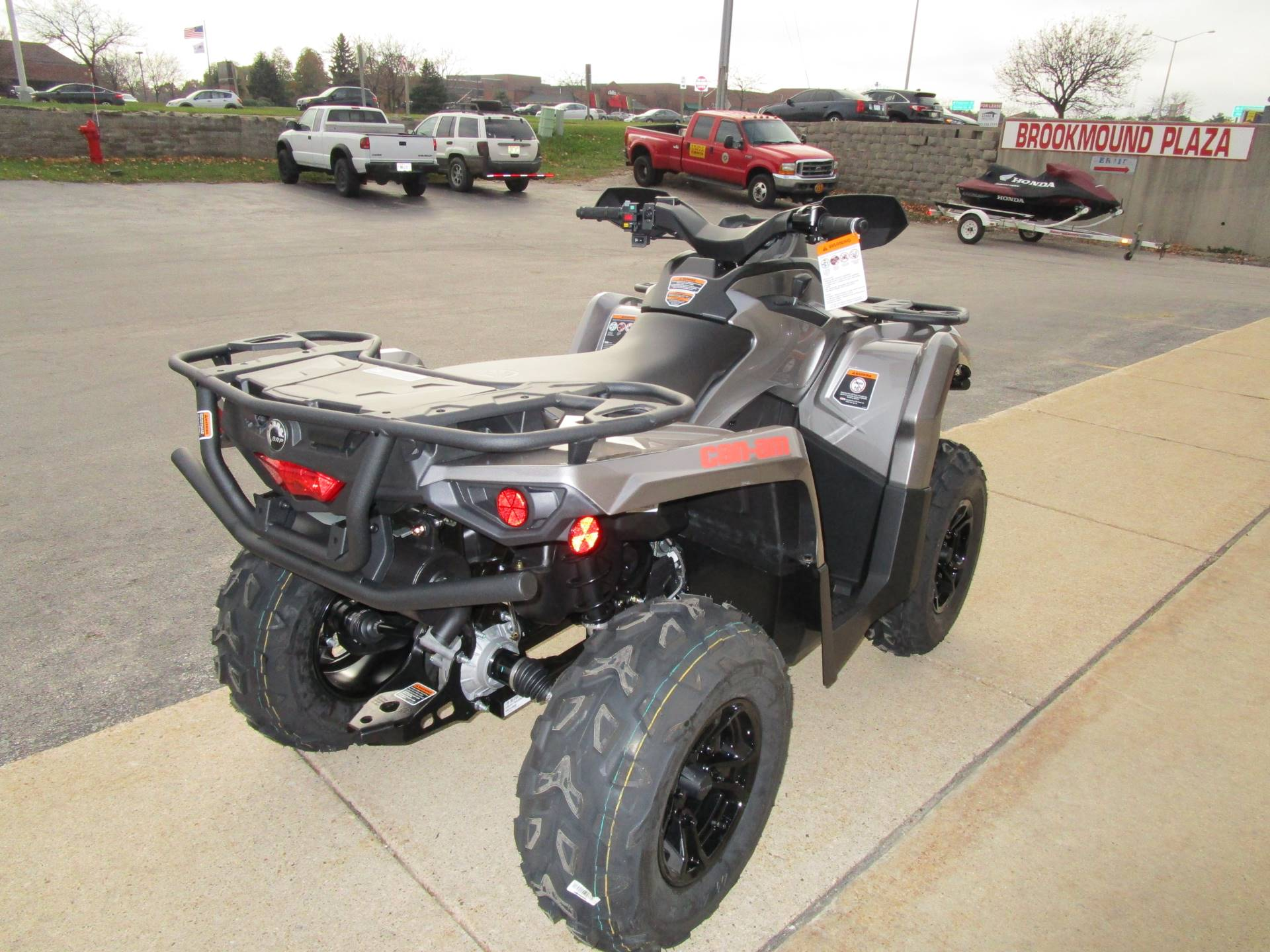2017 Can-Am Outlander XT 570 in Brookfield, Wisconsin