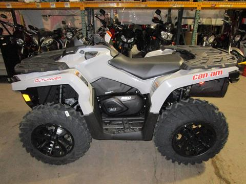 2017 Can-Am Outlander DPS 650 in Brookfield, Wisconsin