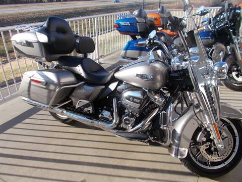 2017 Harley-Davidson ROAD KING in Junction City, Kansas