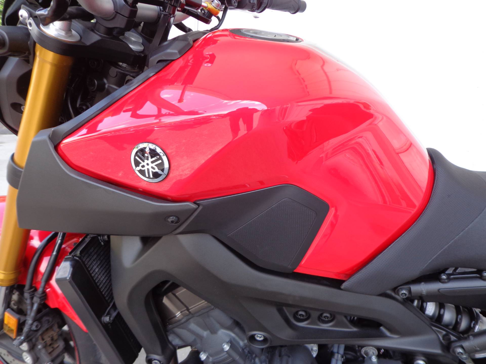 2014 Yamaha FZ-09 8