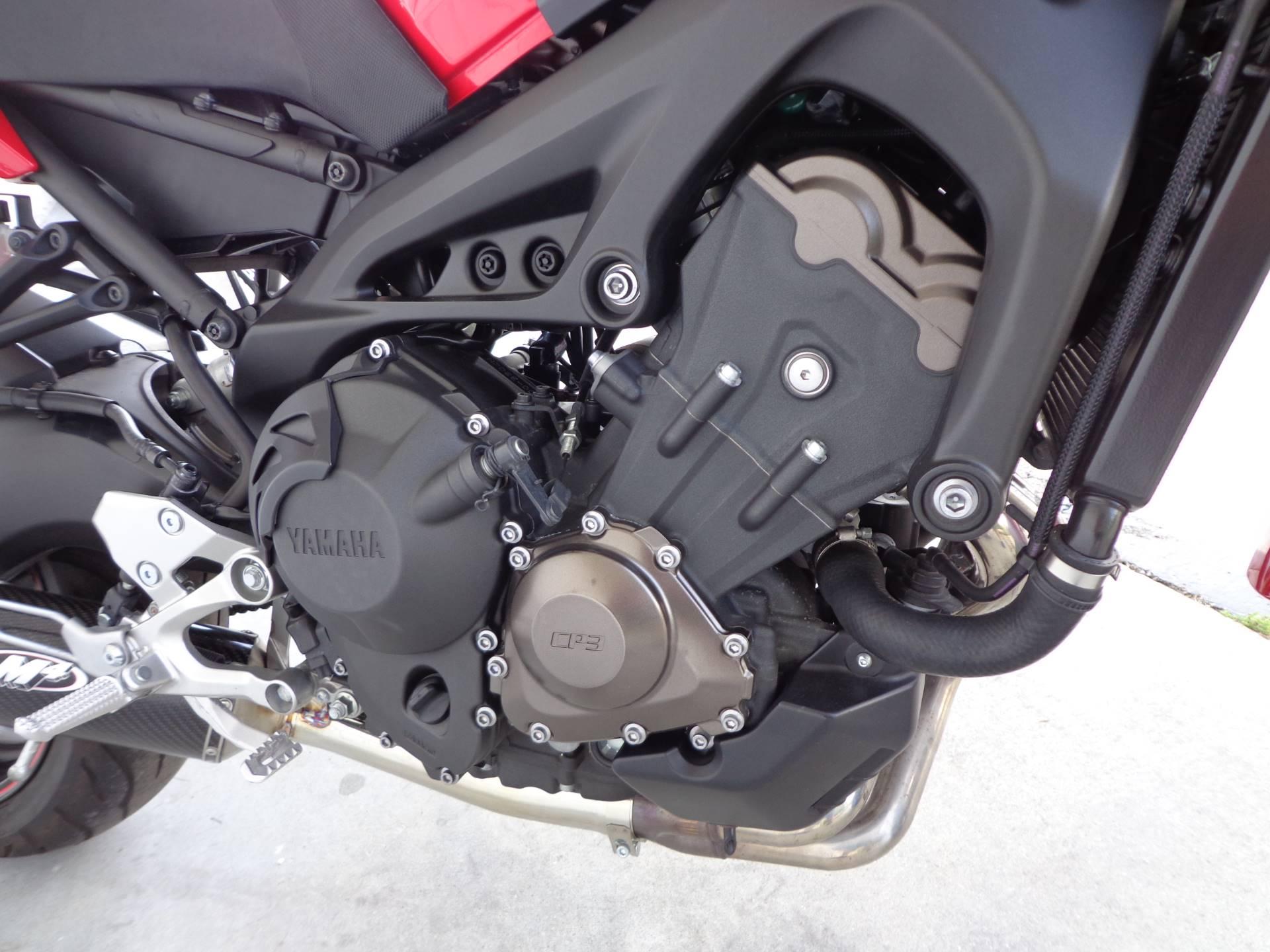 2014 Yamaha FZ-09 11