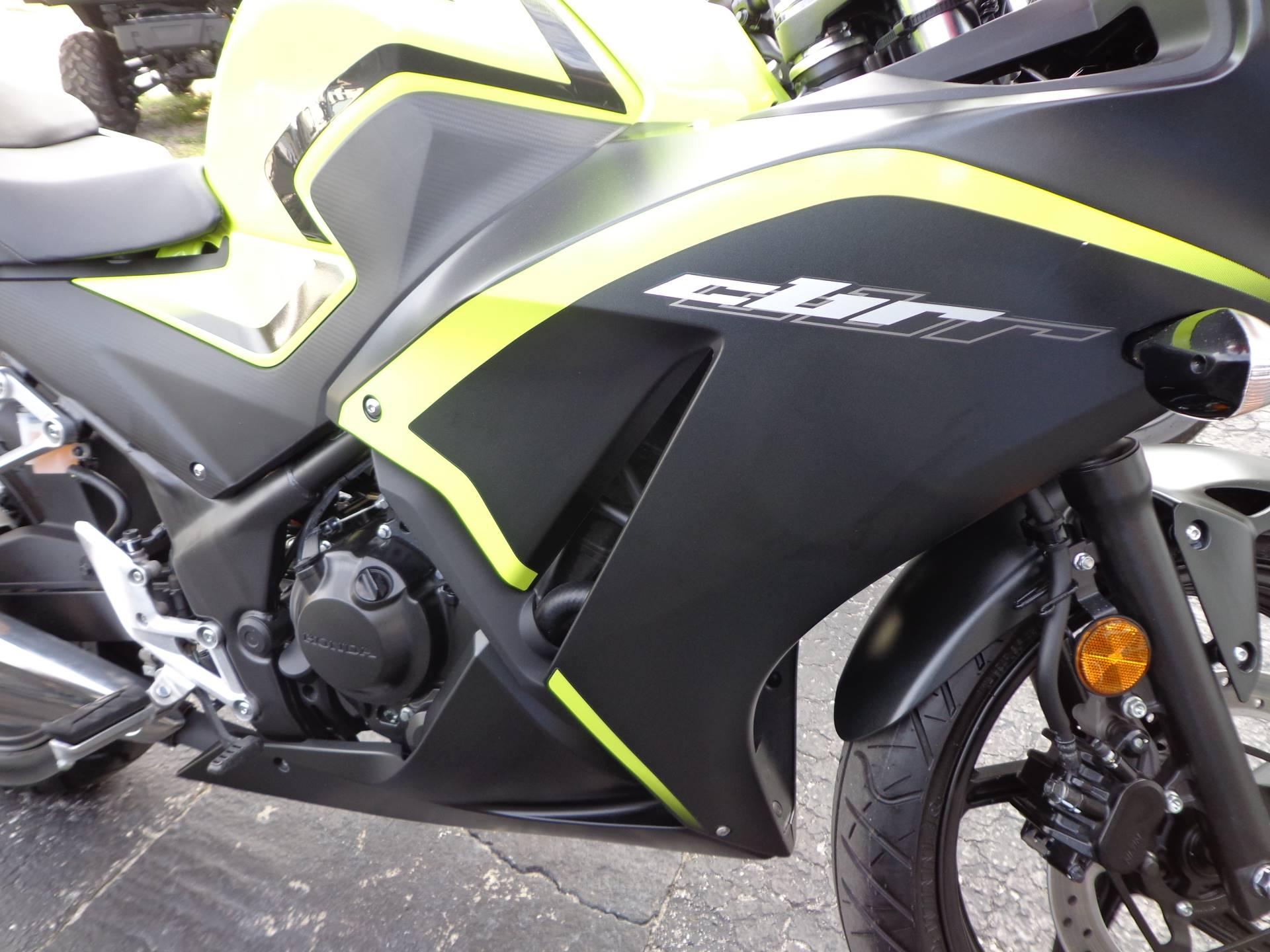 2016 Honda CBR300R 10