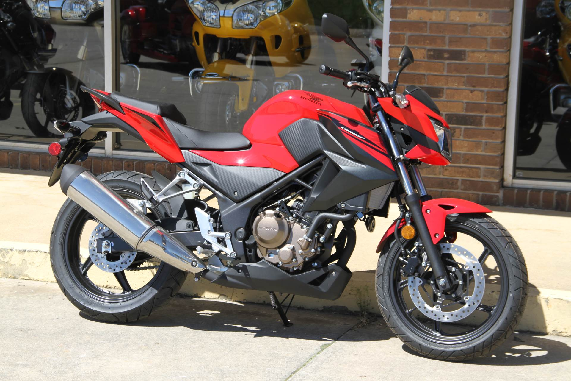 2017 Honda CB300F in Hendersonville, North Carolina