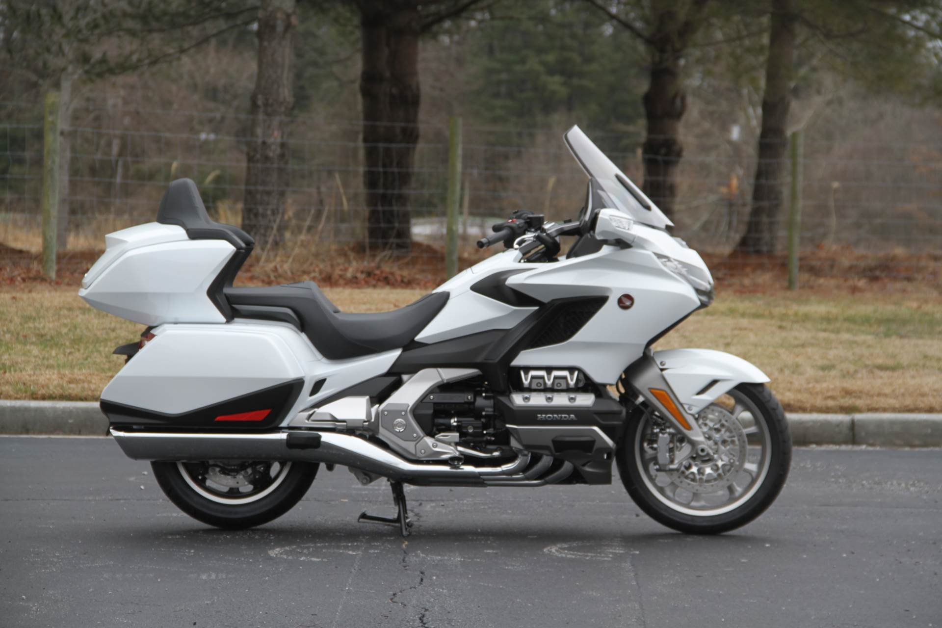 2018 Honda Gold Wing Tour Automatic DCT in Hendersonville, North Carolina - Photo 14