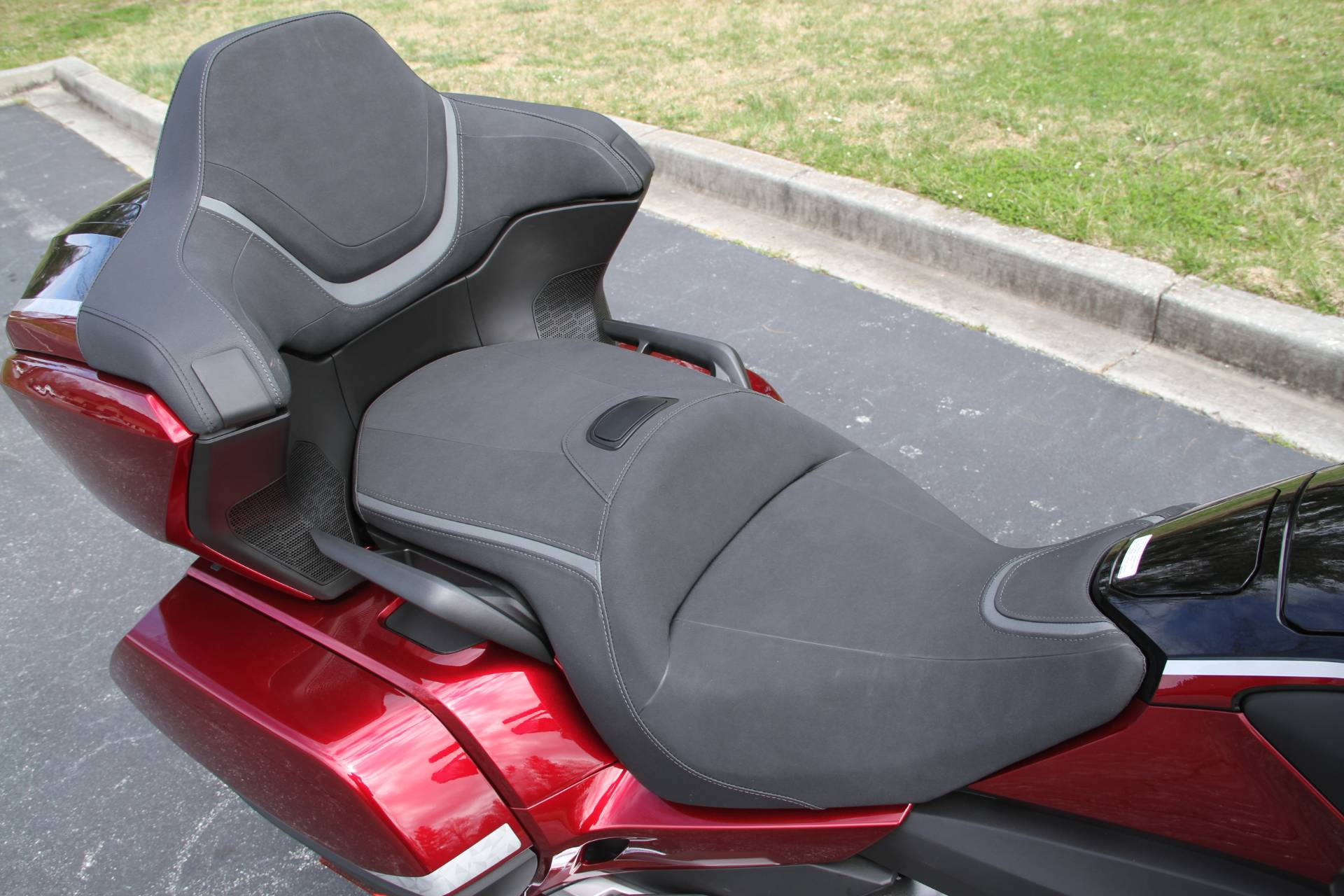 2021 Honda Gold Wing Tour Airbag Automatic DCT in Hendersonville, North Carolina - Photo 14
