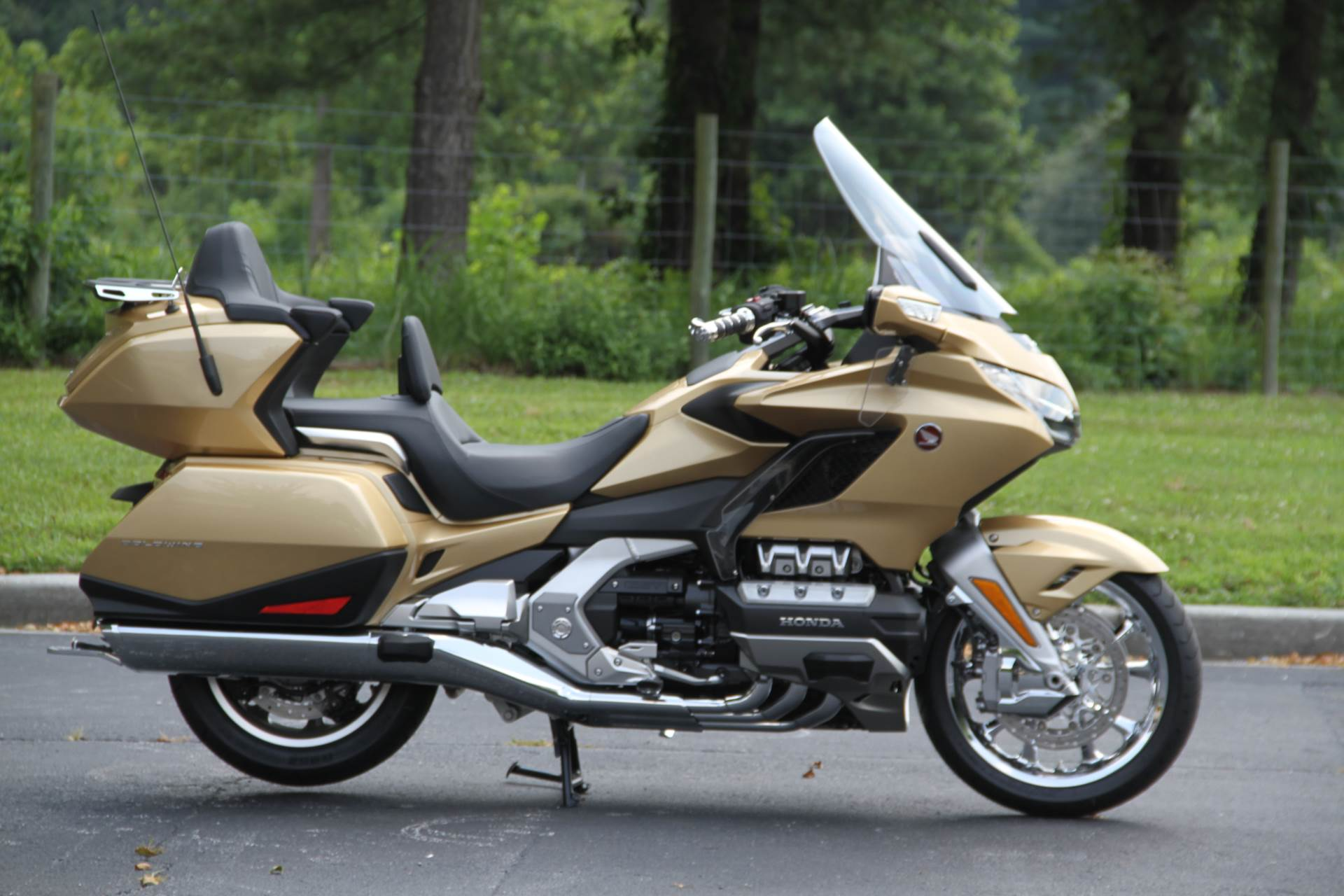 2018 Honda Gold Wing Tour Airbag Automatic DCT in Hendersonville, North Carolina - Photo 2