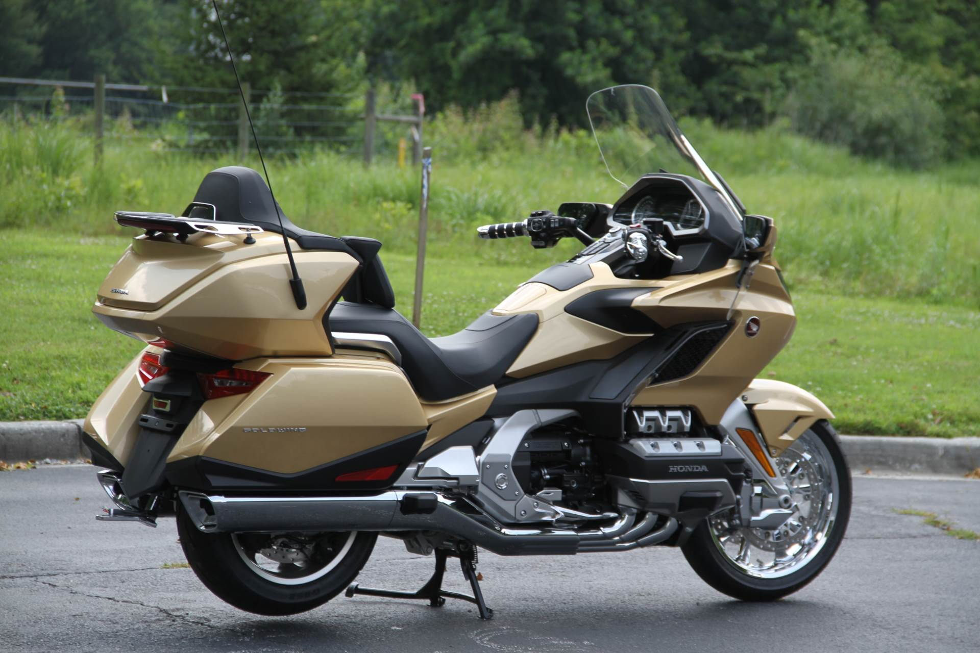 2018 Honda Gold Wing Tour Airbag Automatic DCT in Hendersonville, North Carolina - Photo 9