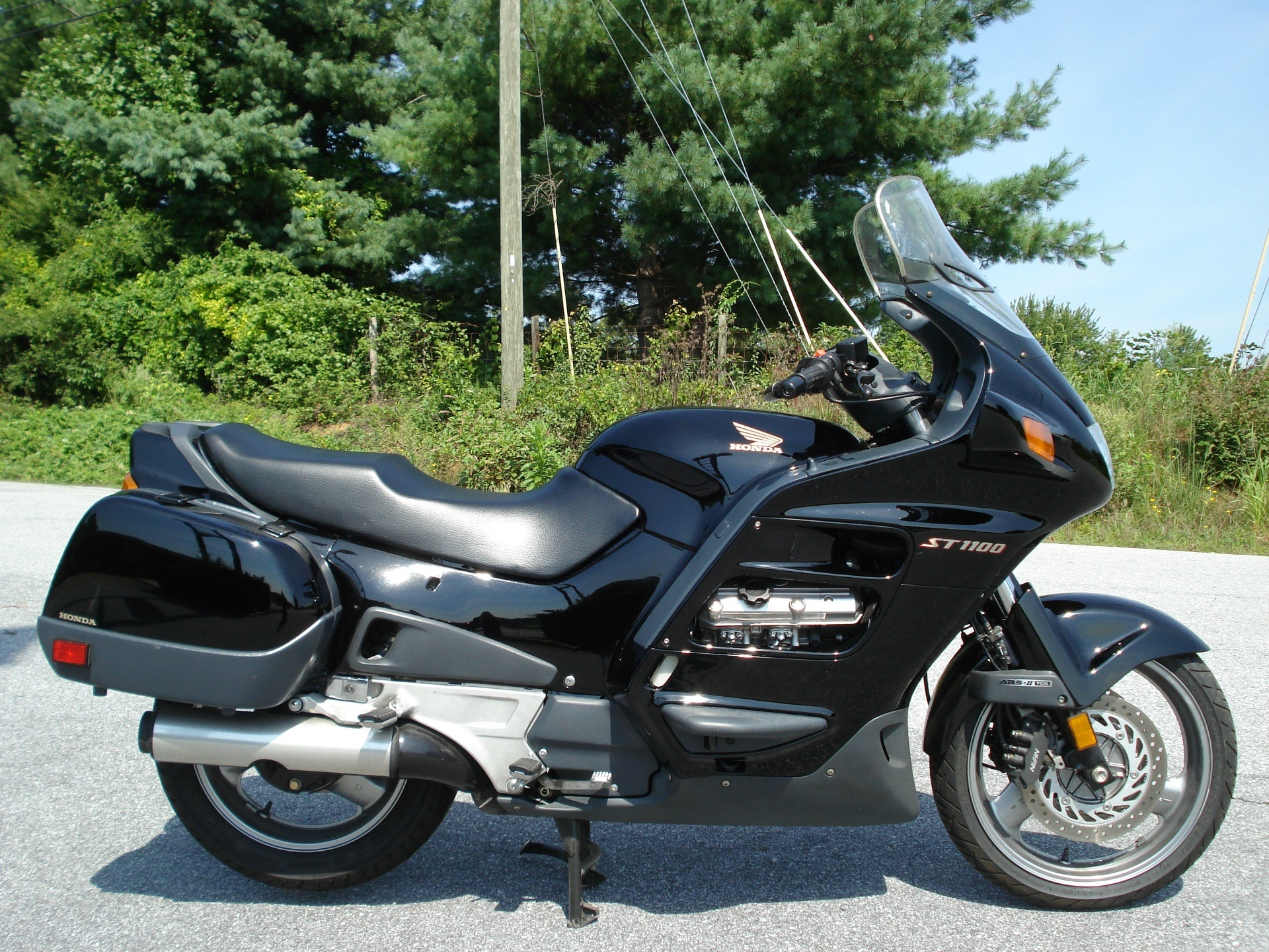 1998 Honda ST1100 in Hendersonville, North Carolina - Photo 2