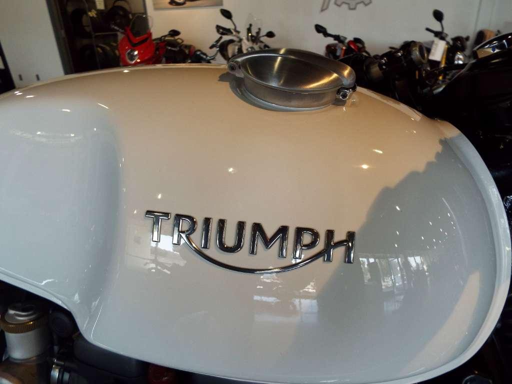 2016 Triumph Thruxton 1200 in San Bernardino, California